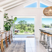 Byron Bay Grove Home Retreat - Kitchen and Dining Room