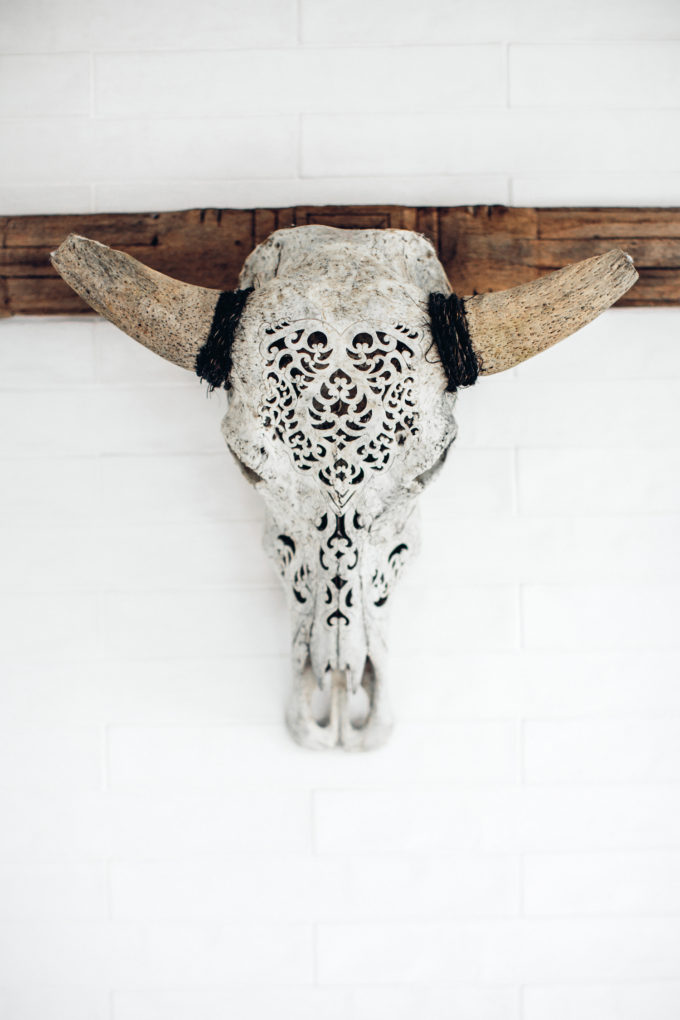 Step inside one very cool bohemian beach home in Australia. (That also happens to be a rental and an event venue!) - Skull Details