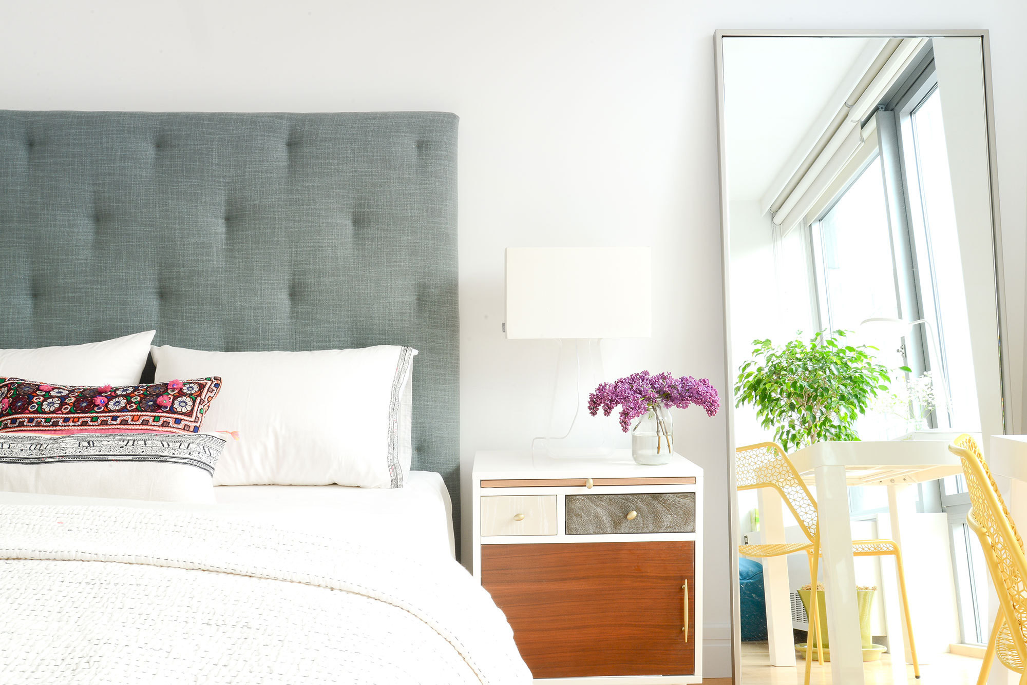 A Simple Way to Brighten Your Bedroom for Summer (flowers and Greenery Brighten up a Bedroom)
