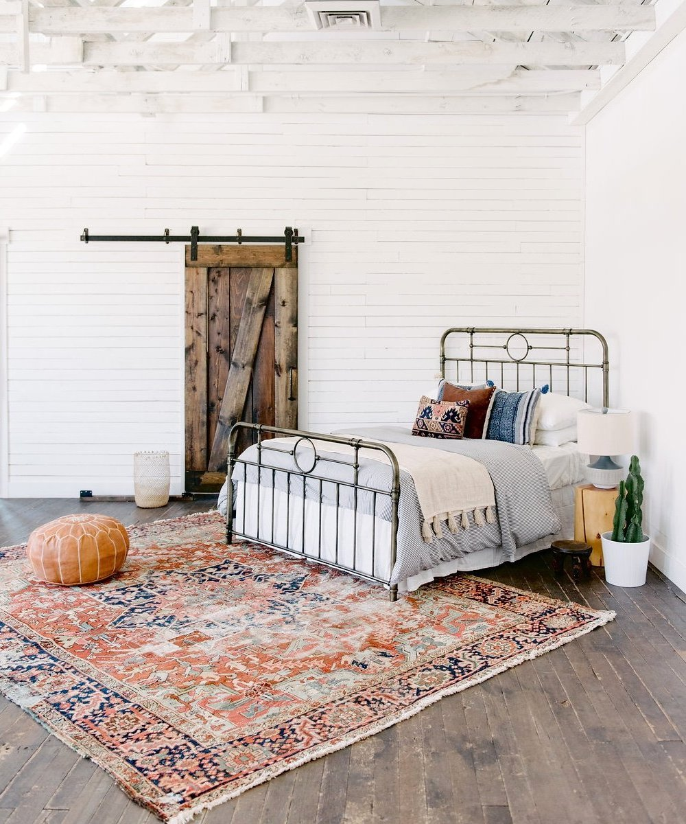 Your New Favorite Bohemian Home Décor Site: Loom + Kiln (Persian Rug in a Bohemian Bedroom)