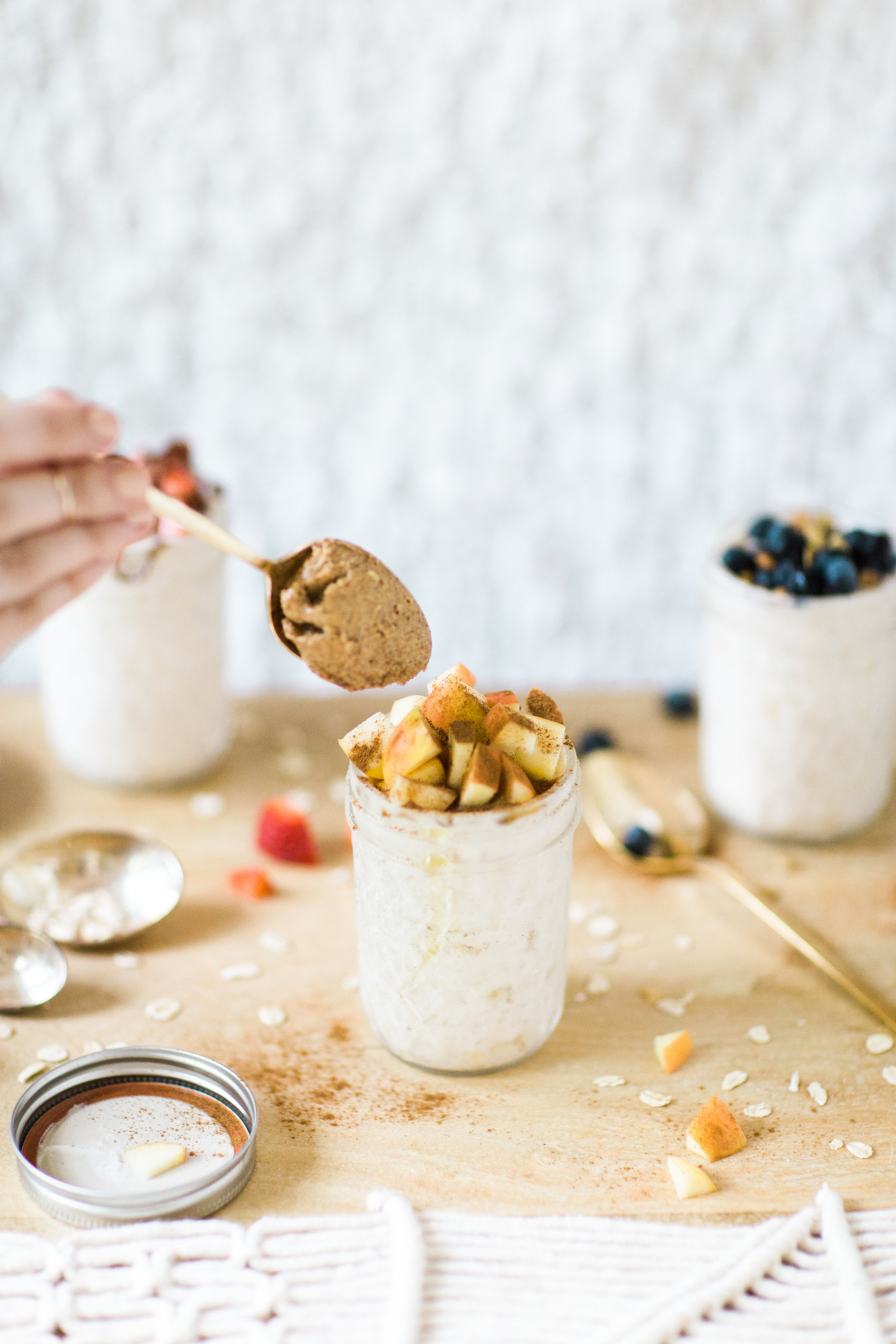 How to make easy overnight oats: three ways! (Your new healthy breakfast obsession.) Click through for the recipe. | glitterinc.com | @glitterinc
