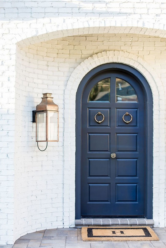 How to Upgrade Your Front Door with Modern Door Knockers (White Brick and Blue Doors with Brass Knockers)
