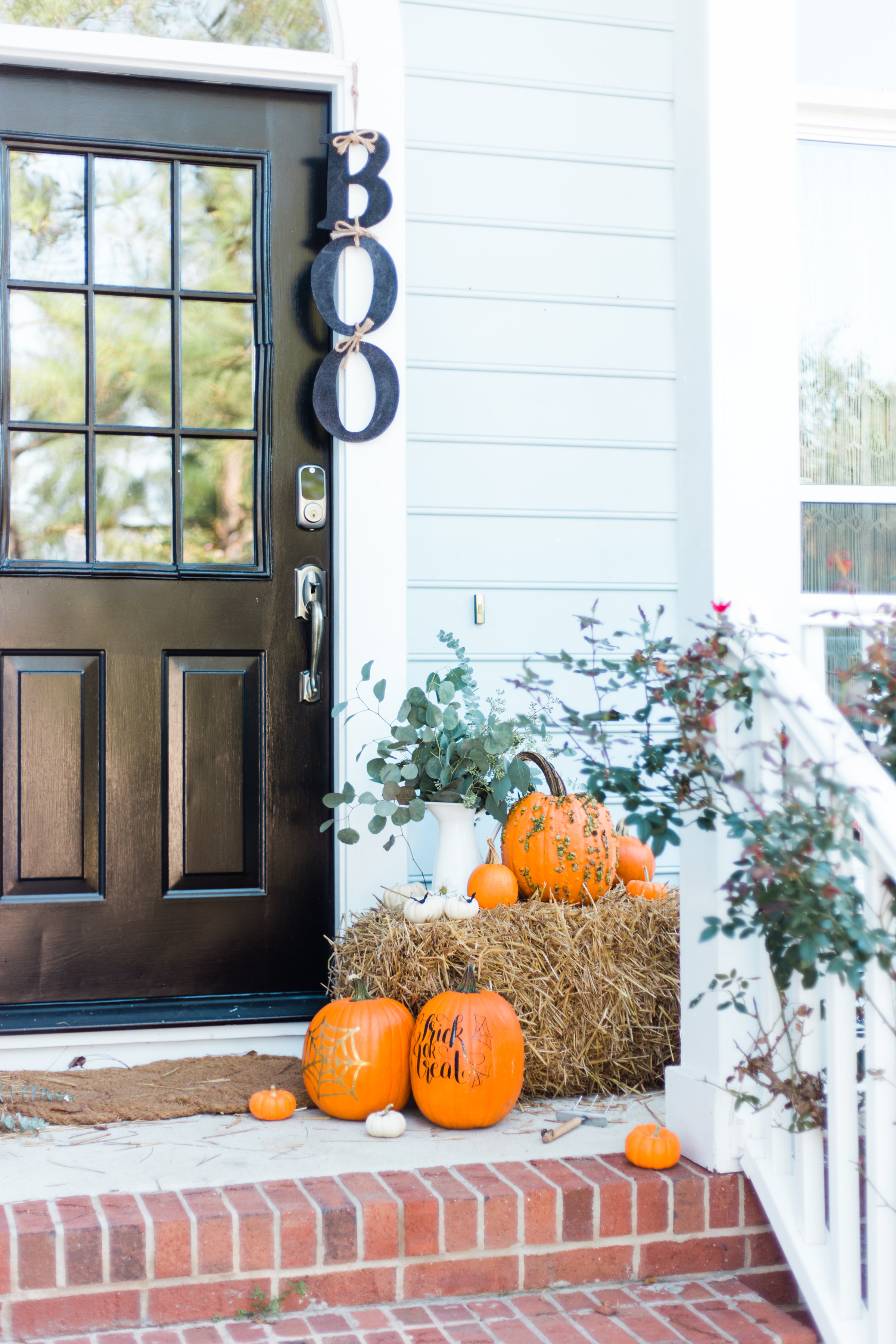 I'm revealing our Halloween Front Porch for Fall and details about how to decorate your own! Click through for the details. | glitterinc.com | @glitterinc