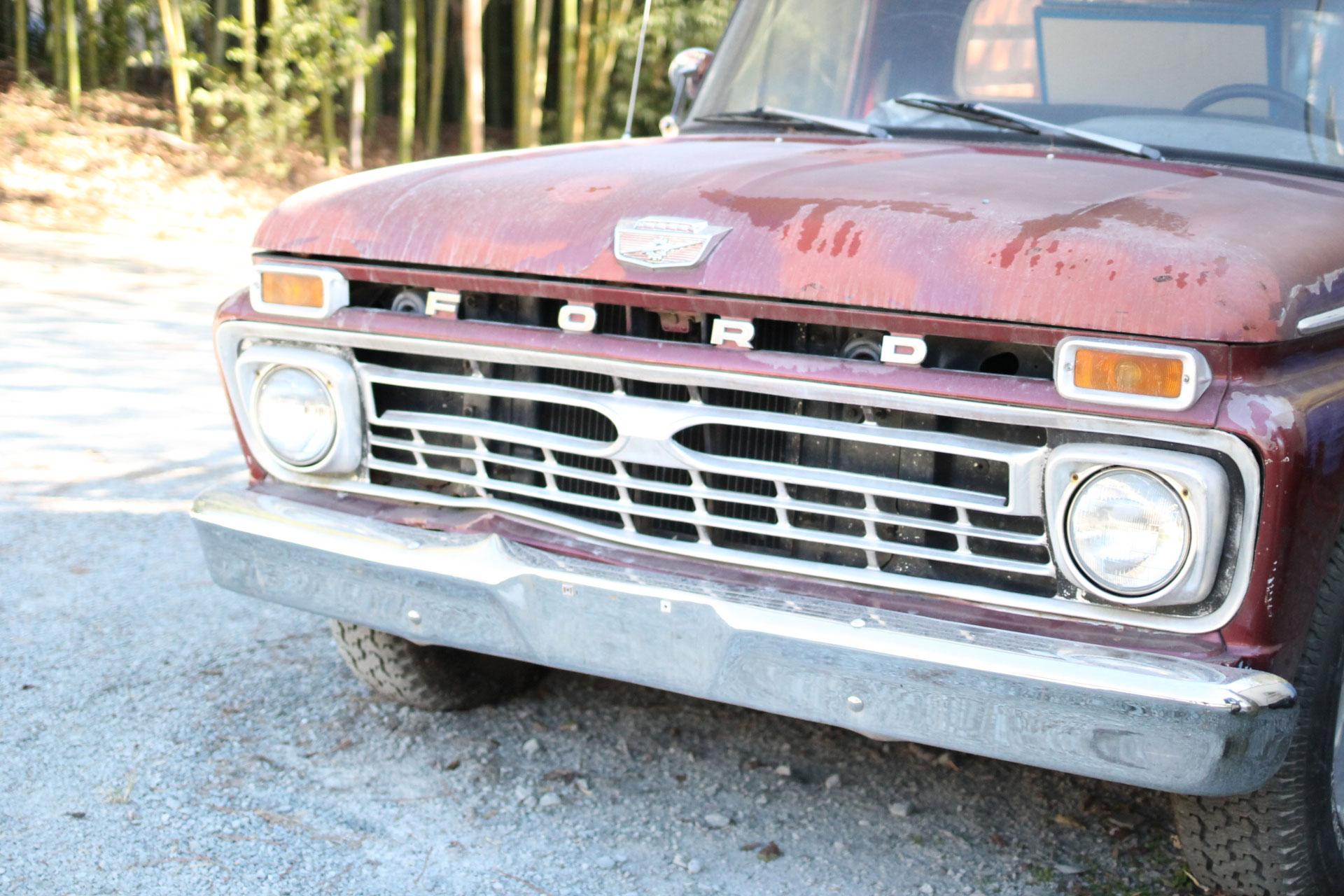 Chapel Hill, NC in the Fall - Vintage Ford | glitterinc.com | @glitterinc