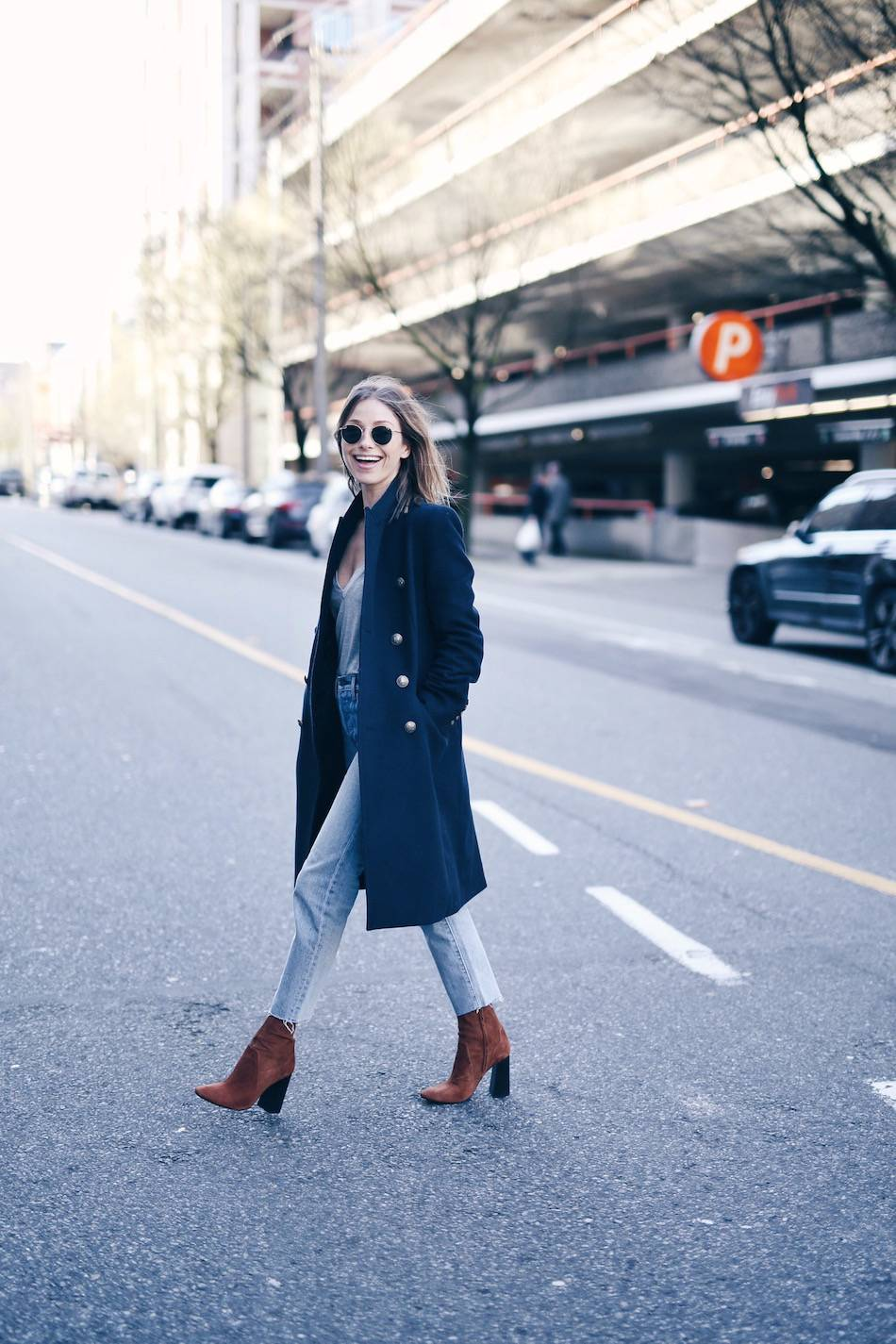 A Cold-Weather Classic: The Navy Coat. Click through for the details. | glitterinc.com | @glitterinc