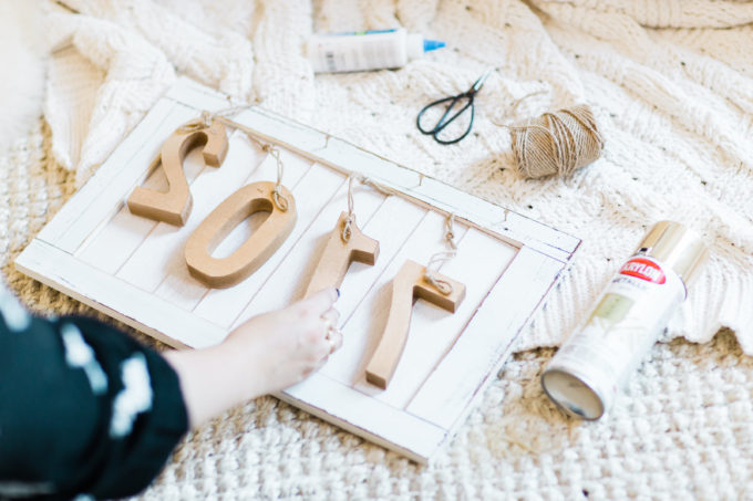 DIY Farmhouse New Year's Eve Wood Sign. Click through for the fun and fast how-to. | glitterinc.com | @glitterinc