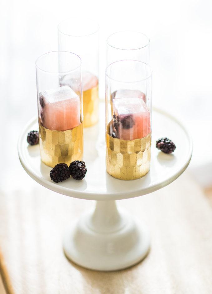 How to Make a Sparkling Blackberry Lemonade Spritzer. #MixedWithTrop Click through for the details. | glitterinc.com | @glitterinc