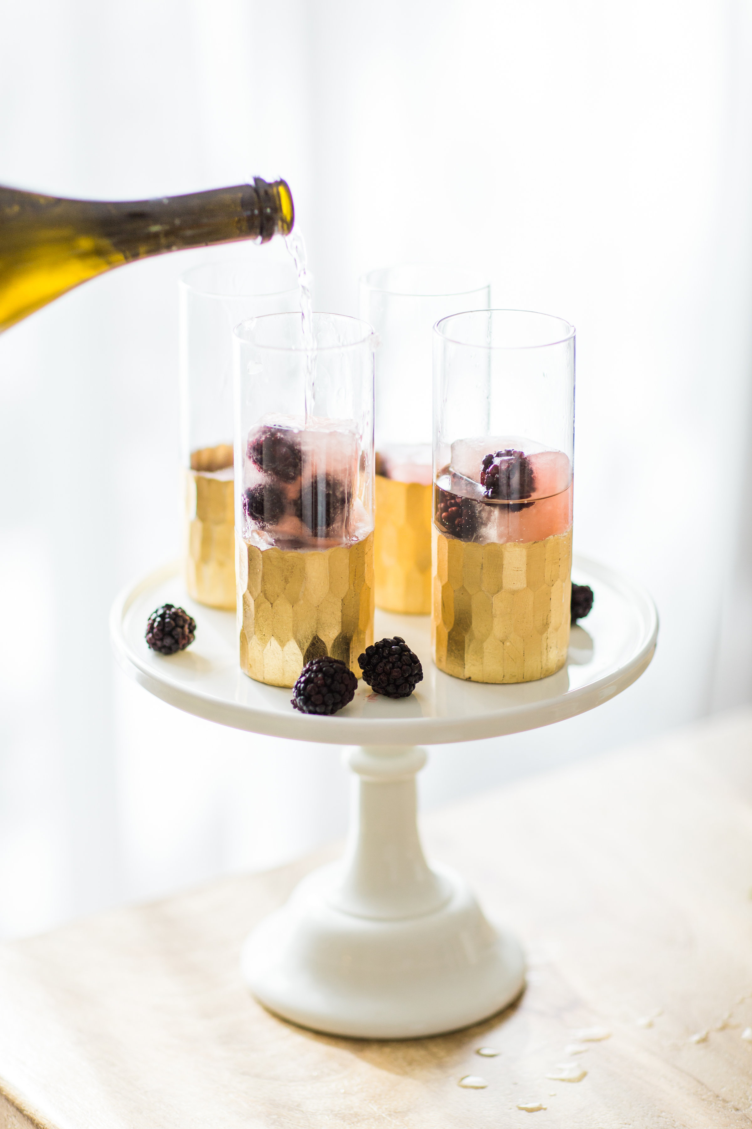 How to Make a Sparkling Blackberry Lemonade Spritzer. #MixedWithTrop Click through for the details. | glitterinc.com | @glitterinc