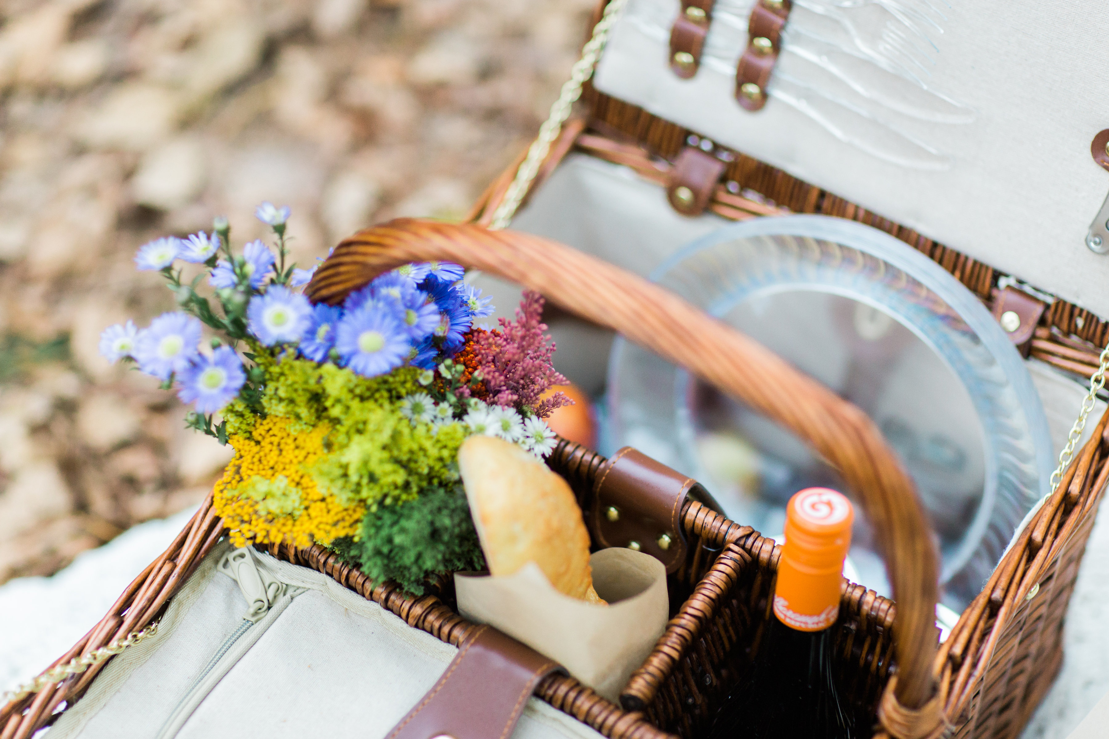 How to Throw a Picnic This Holiday Season. Click through for the details. | glitterinc.com | @glitterinc