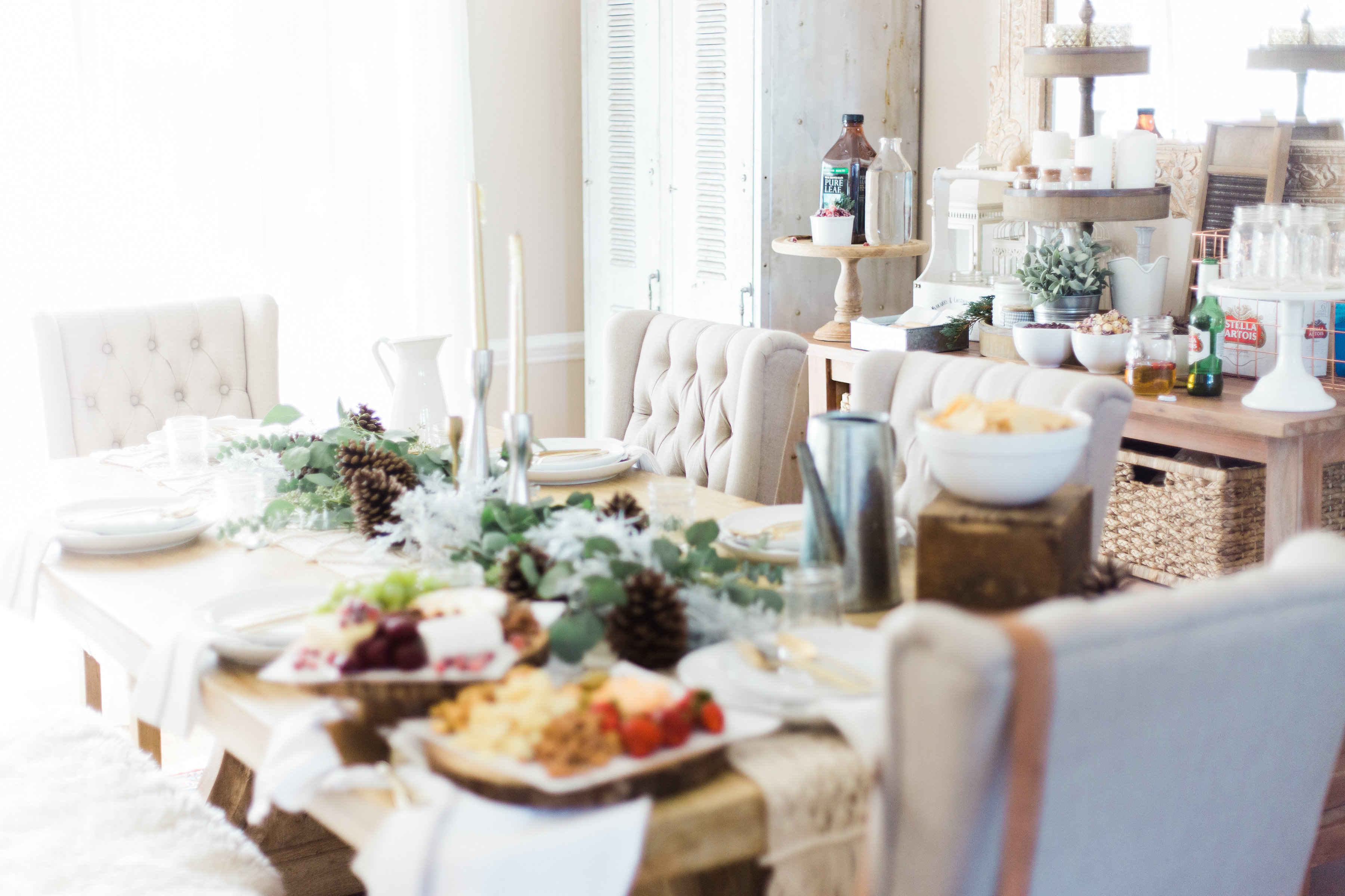 Our Farmhouse Style Winter Wonderland Holiday Party. Click through for all of the gorgeous details. | glitterinc.com | @glitterinc