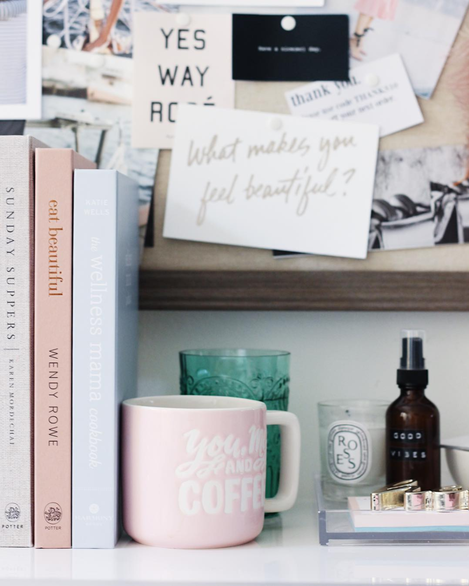 A few little love notes to the things I loved most this week, including this blush pink and grey book shelf styling. Click through for the details. | glitterinc.com | @glitterinc