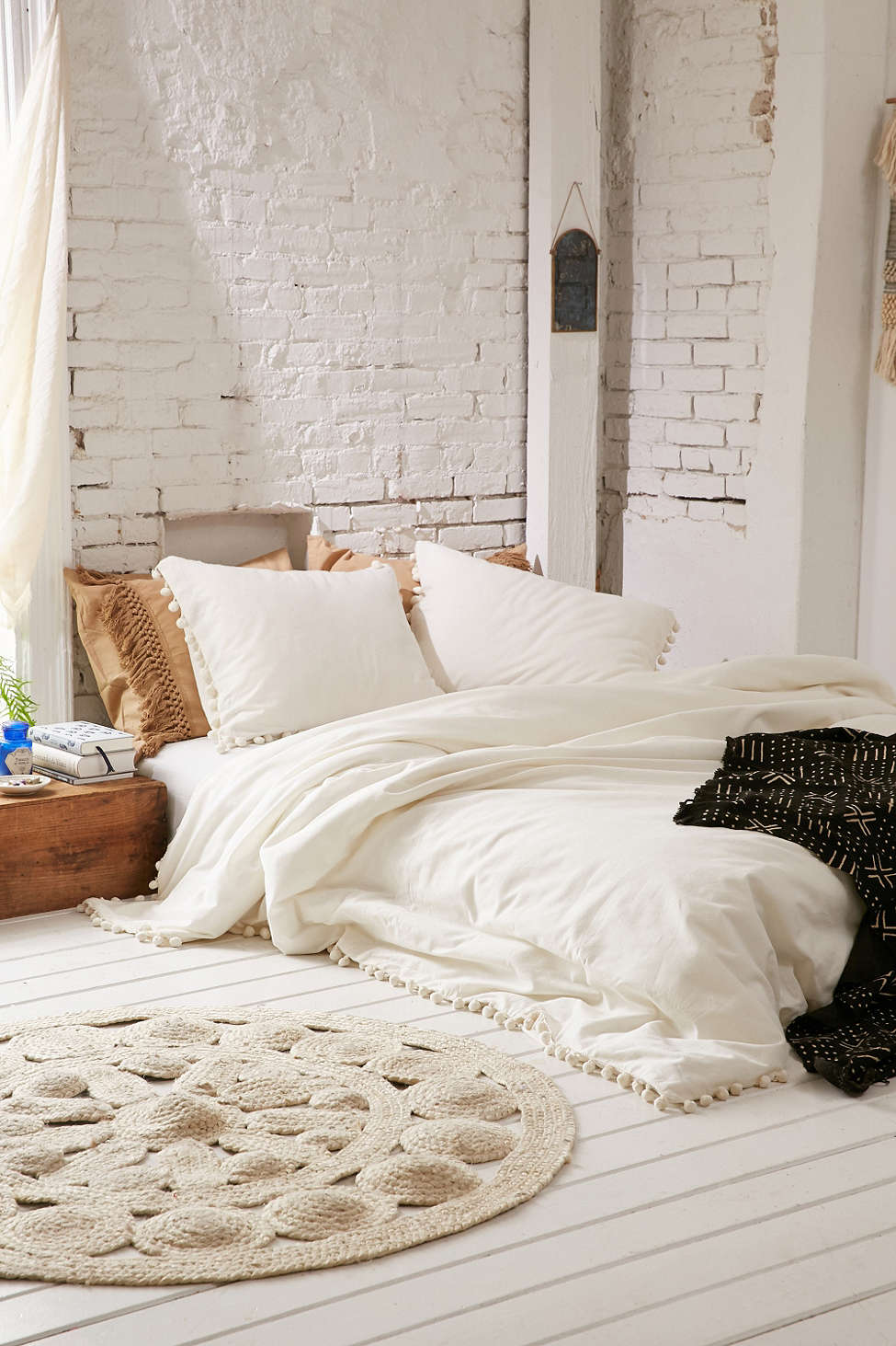 How Often Do You Update Your Bedding? (By the way, totally obsessed with this bohemian pom pom fringe bedroom set.) | glitterinc.com | @glitterinc