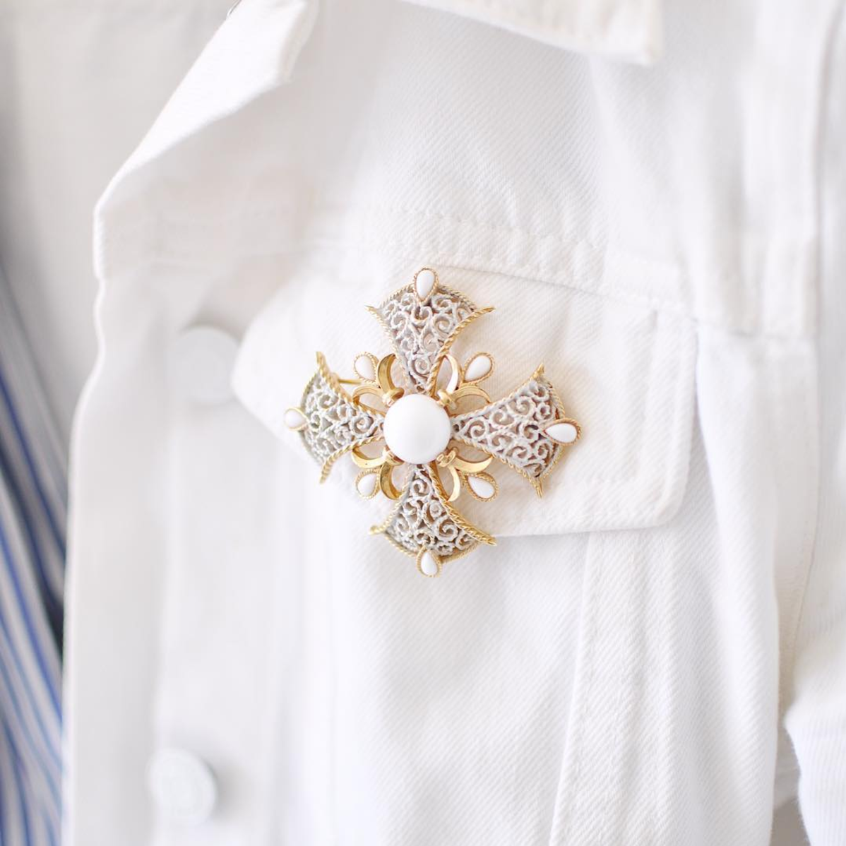 Put a Pin On It: A Brooch That Is (Vintage brooch on a white denim jacket lapel) | Click through for the details. | glitterinc.com | @glitterinc