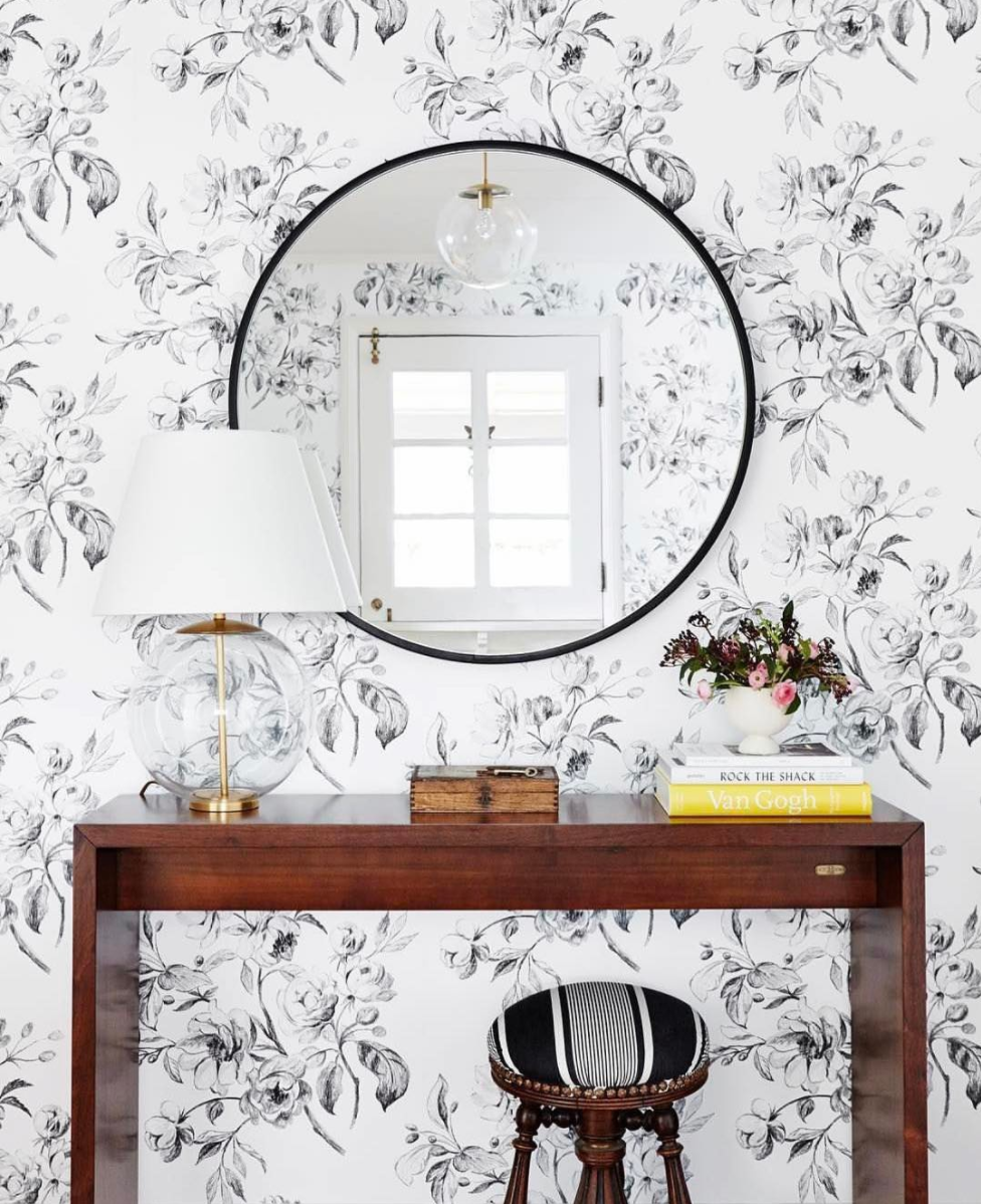 Floral Wallpaper in an Entryway (Plus, where to find the Round Mirror at every price + why they look so great in every space!) Click through for the details. | glitterinc.com | @glitterinc