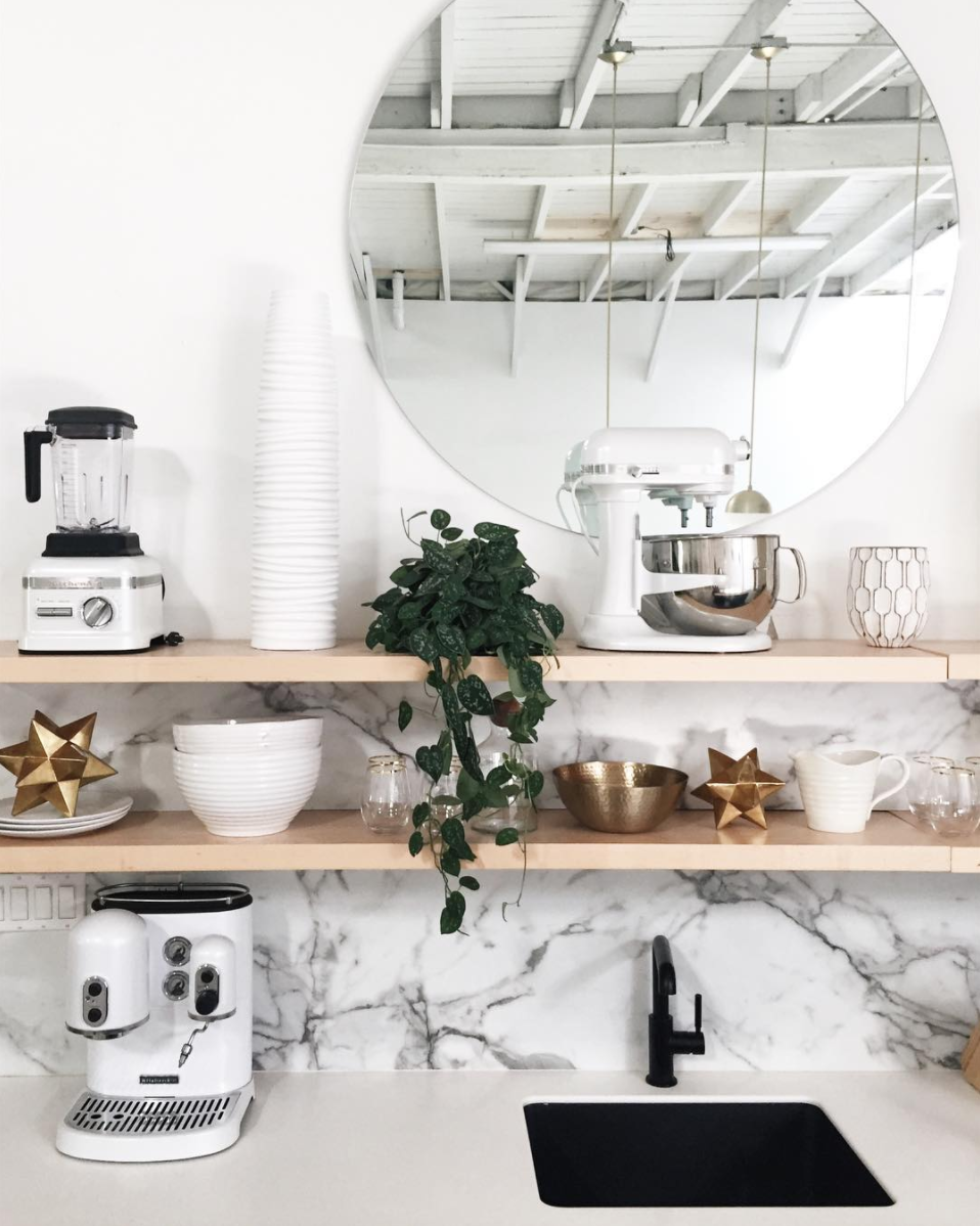 Kitchen Open Shelving Organization (Plus, where to find the Round Mirror at every price + why they look so great in every space!) Click through for the details. | glitterinc.com | @glitterinc
