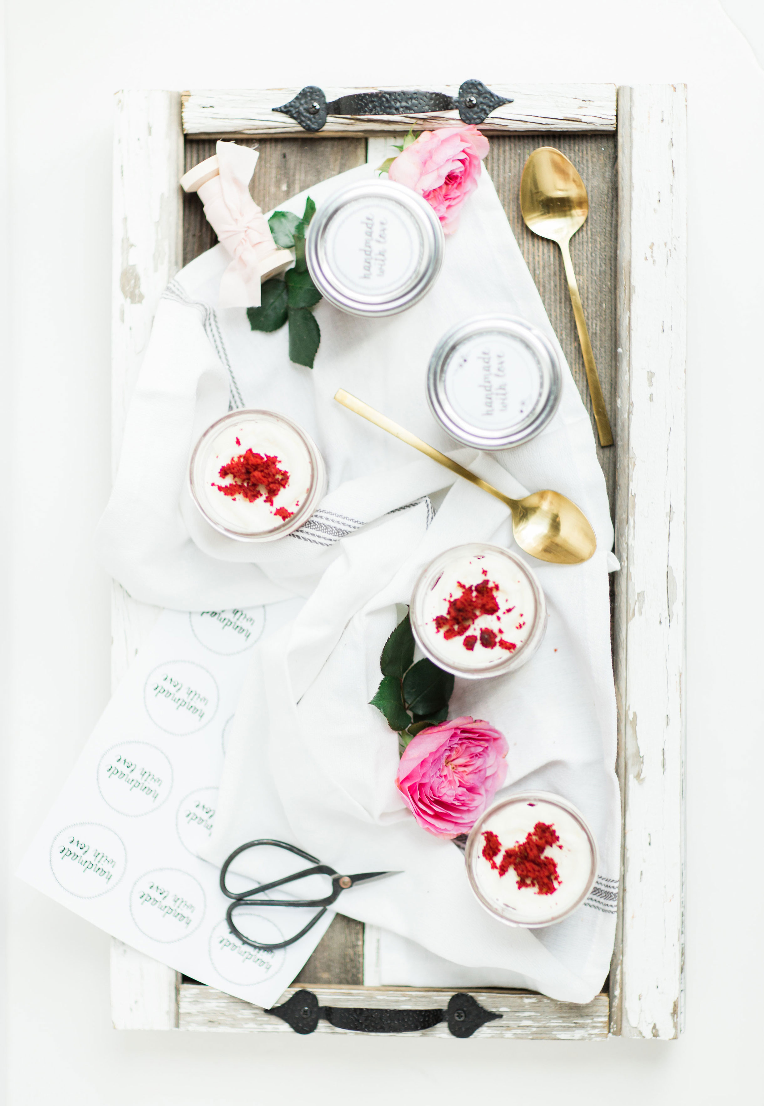 How to make my absolute FAVORITE moist red velvet cupcakes. Put them in jars for the sweetest gift! Click through for the recipe.   glitterinc.com   @glitterinc