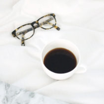 coffee-and-glasses-at-colonial-grande