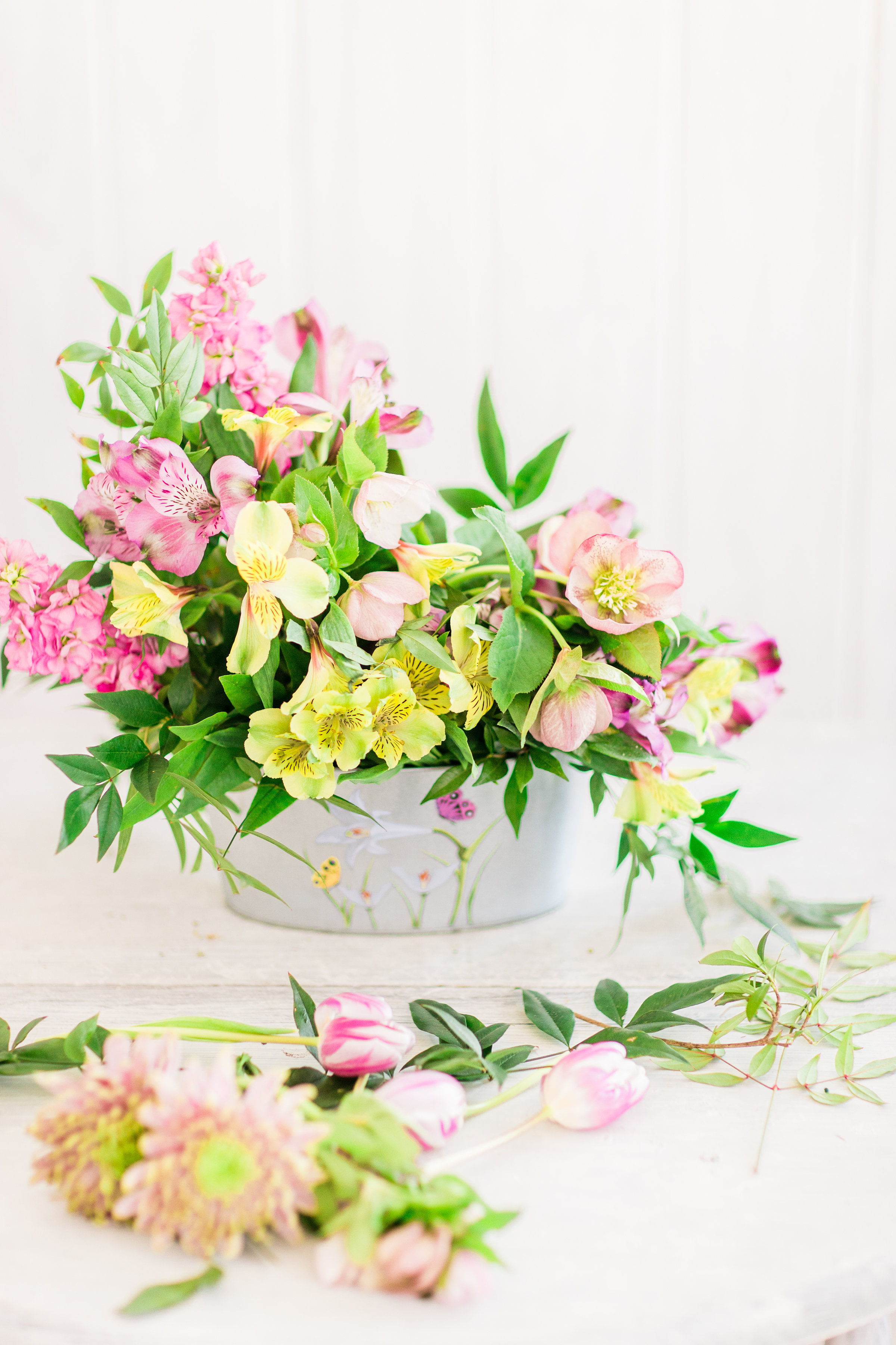 How to Make a Beautiful Spring Floral Arrangement