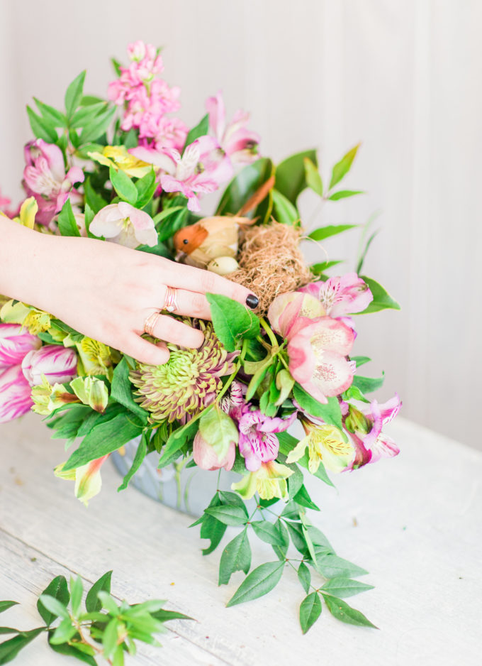 How to Make a Simple DIY Floral Centerpiece Arrangement for Spring: a step-by-step guide, plus exactly what you will need. | glitterinc.com | @glitterinc