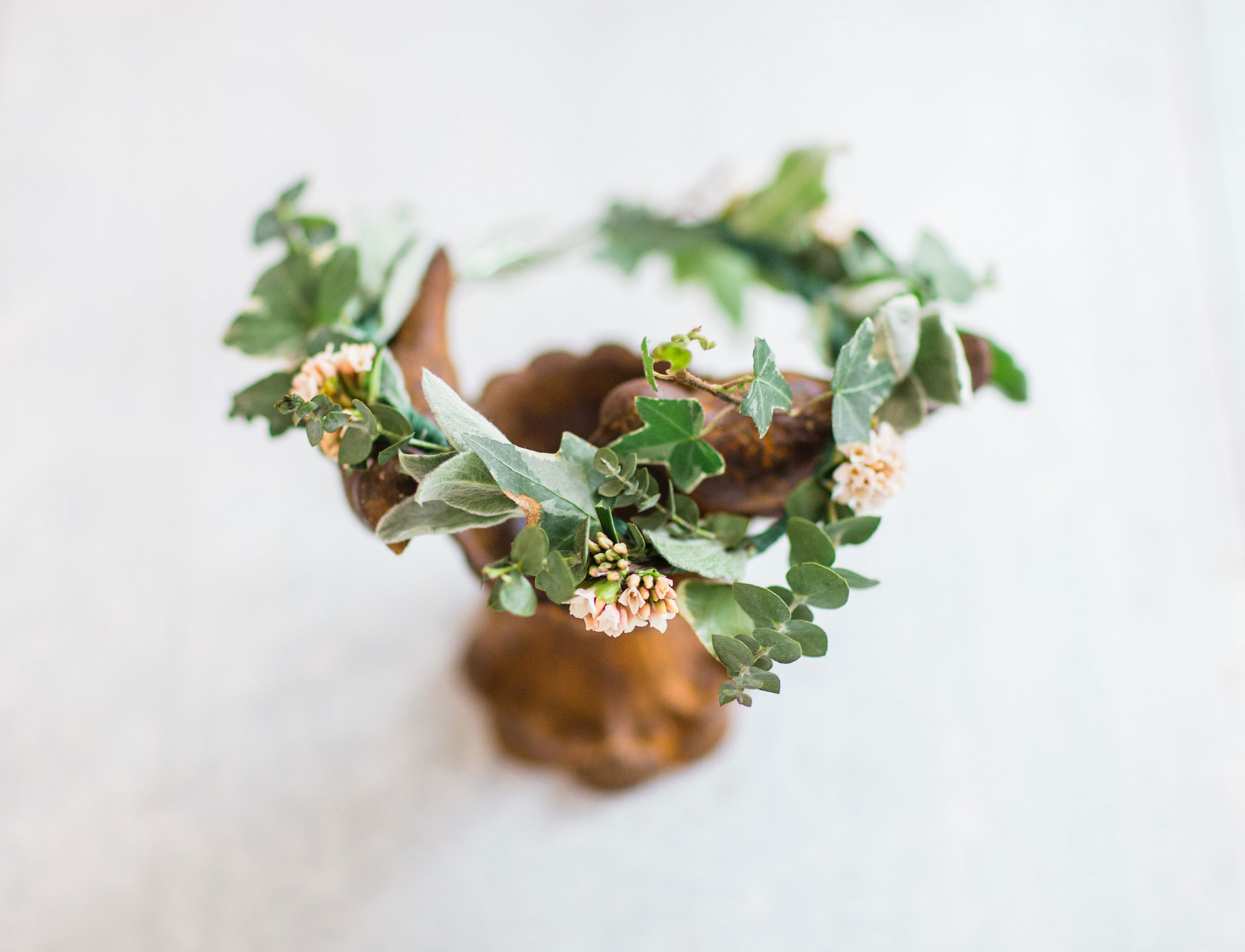 How to make a real flower crown diy entertaining glitter inc how to make a real flower crown 2 glitterincblog 6376 izmirmasajfo