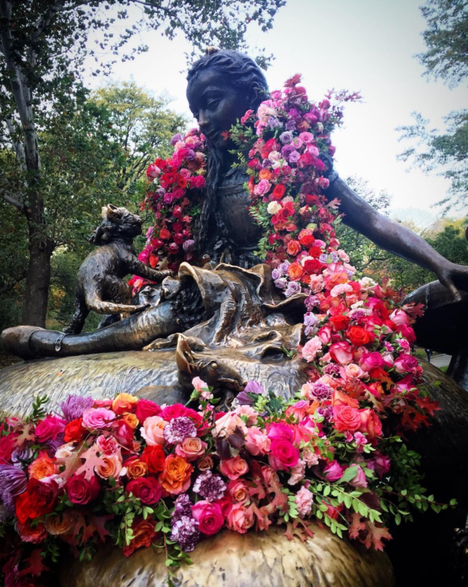 Pop-Up Flower Flashes: New York City's Flower Bandit. Click through for the details.   glitterinc.com   @glitterinc