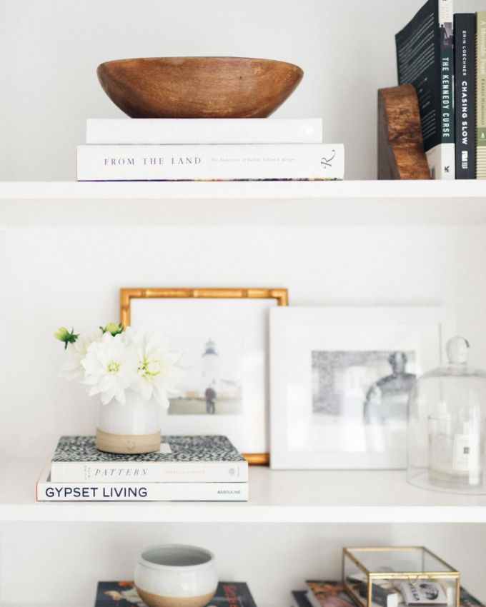 A few little love notes to the things I loved most this week, including book shelf styling, an at-home workout, and big crumb coffee cake. Click through for the details. | glitterinc.com | @glitterinc