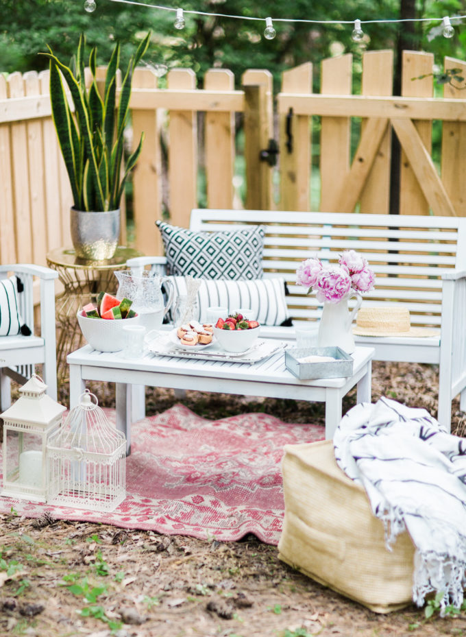 6 Tricks for Easy Backyard Entertaining; a.k.a., how to have the best summer parties. @Orkin #summerwithOrkin #ad | glitterinc.com | @glitterinc