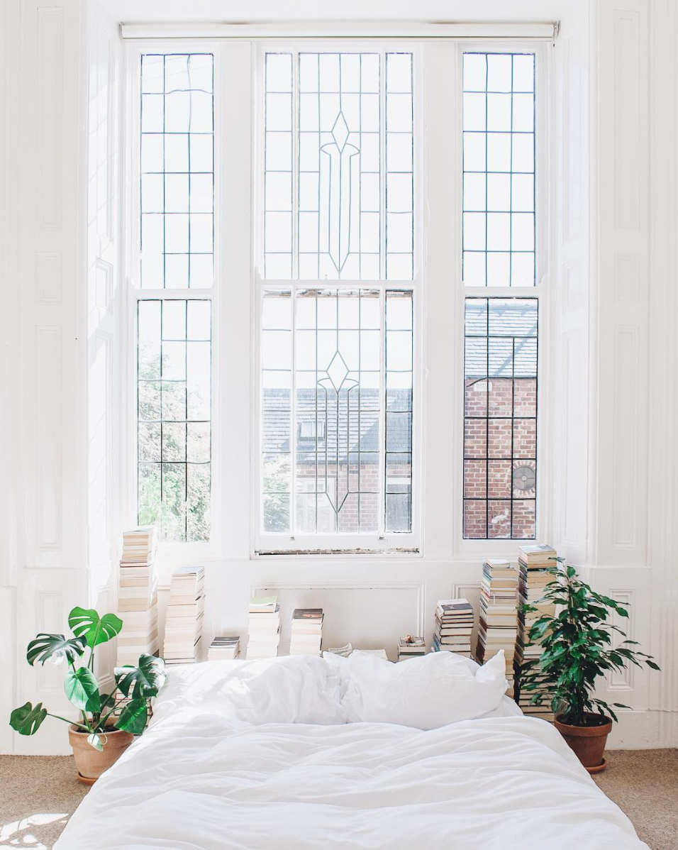 Instagram Gems: books with a view out a dreamy window in the UK. Click through for the details. | glitterinc.com | @glitterinc