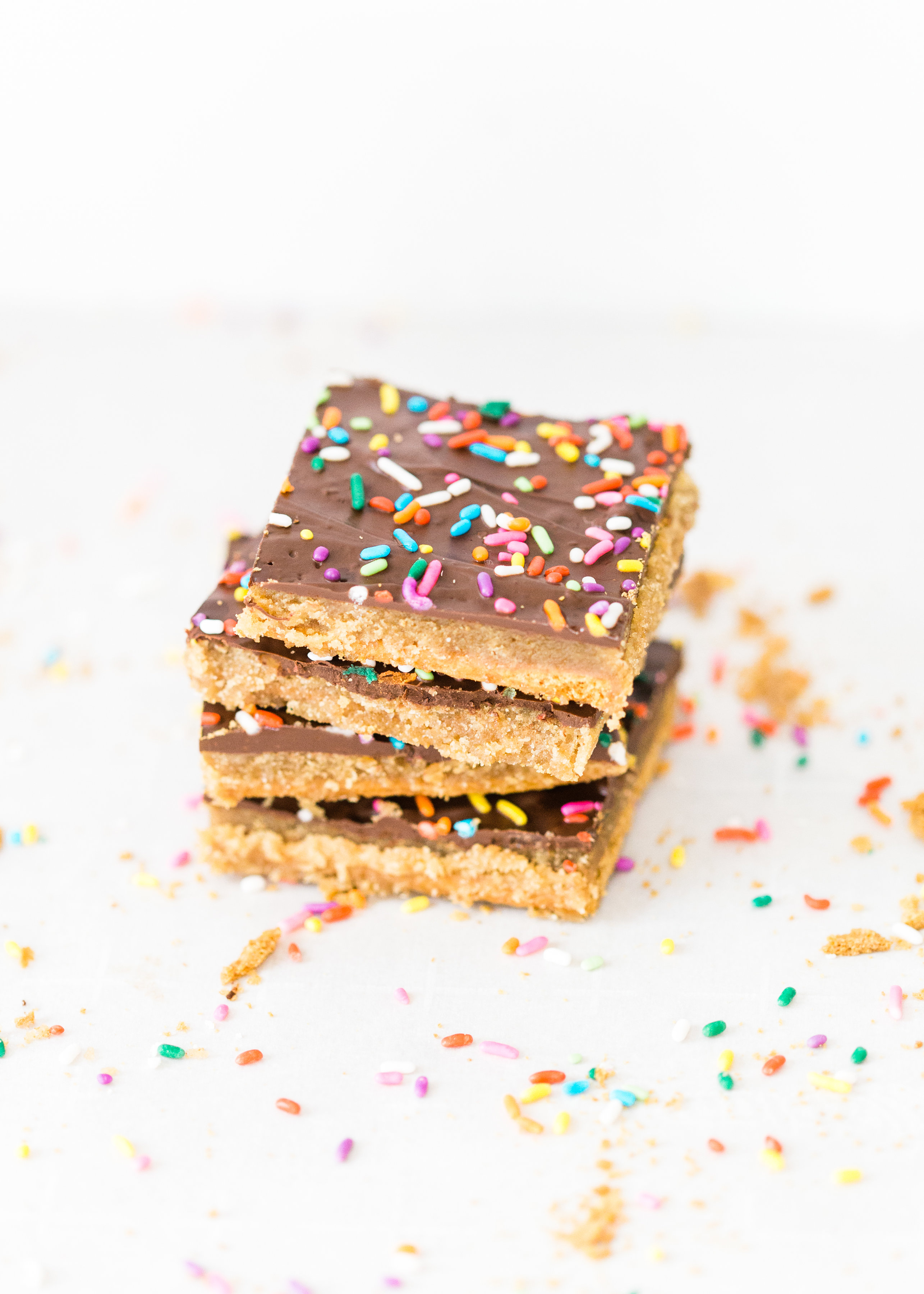 This classic graham cracker toffee bark, a.k.a., graham cracker crack, is a total crowd pleaser, and for good reason. Click through for the recipe. | glitterinc.com | @glitterinc