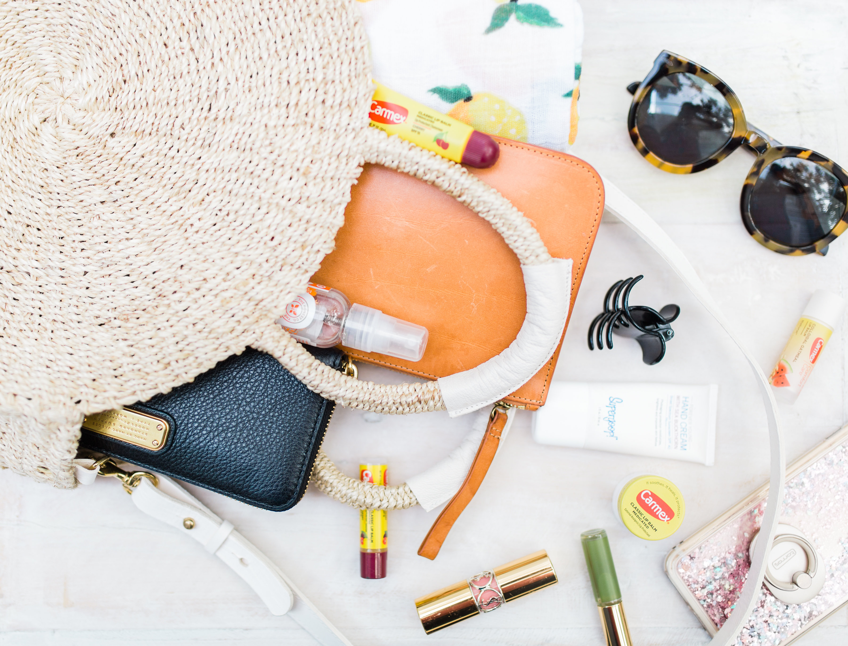 Lifestyle and beauty blogger Lexi of Glitter, Inc. shares her 5 must-haves for your beauty bag when making the transition from summer to fall. | glitterinc.com | @glitterinc