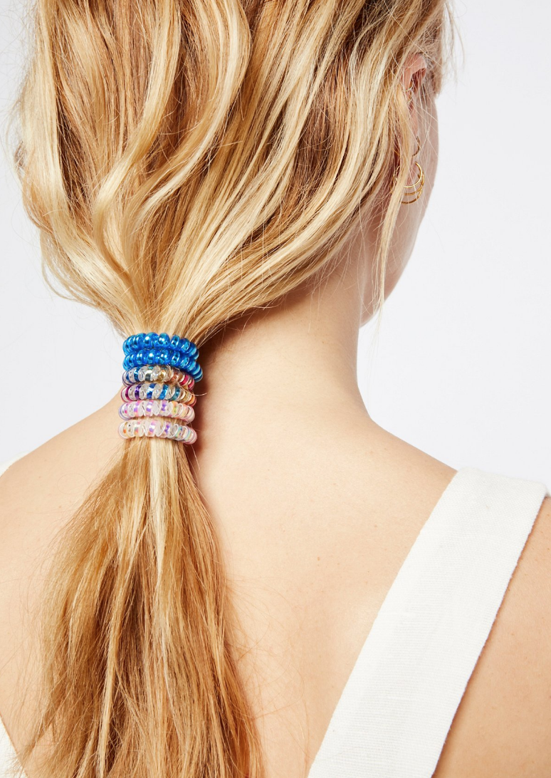 Beauty trends making a comeback: the low-slung ponytail (and why you'll love this easy hairstyle!) Spiral Hair Ties. | glitterinc.com | @glitterinc