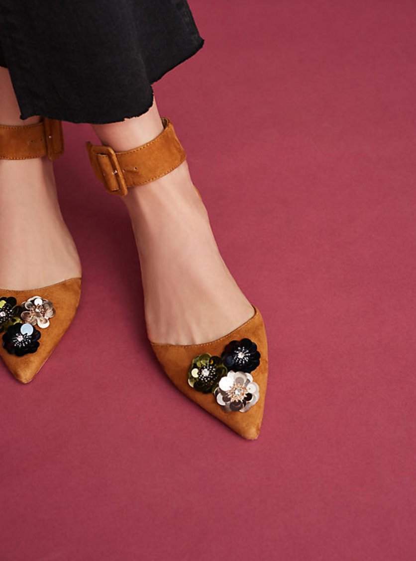 The season of stylish flats is here! Fall shoe love: Bill Blass Sylvie Embellished Flats | glitterinc.com | @glitterinc