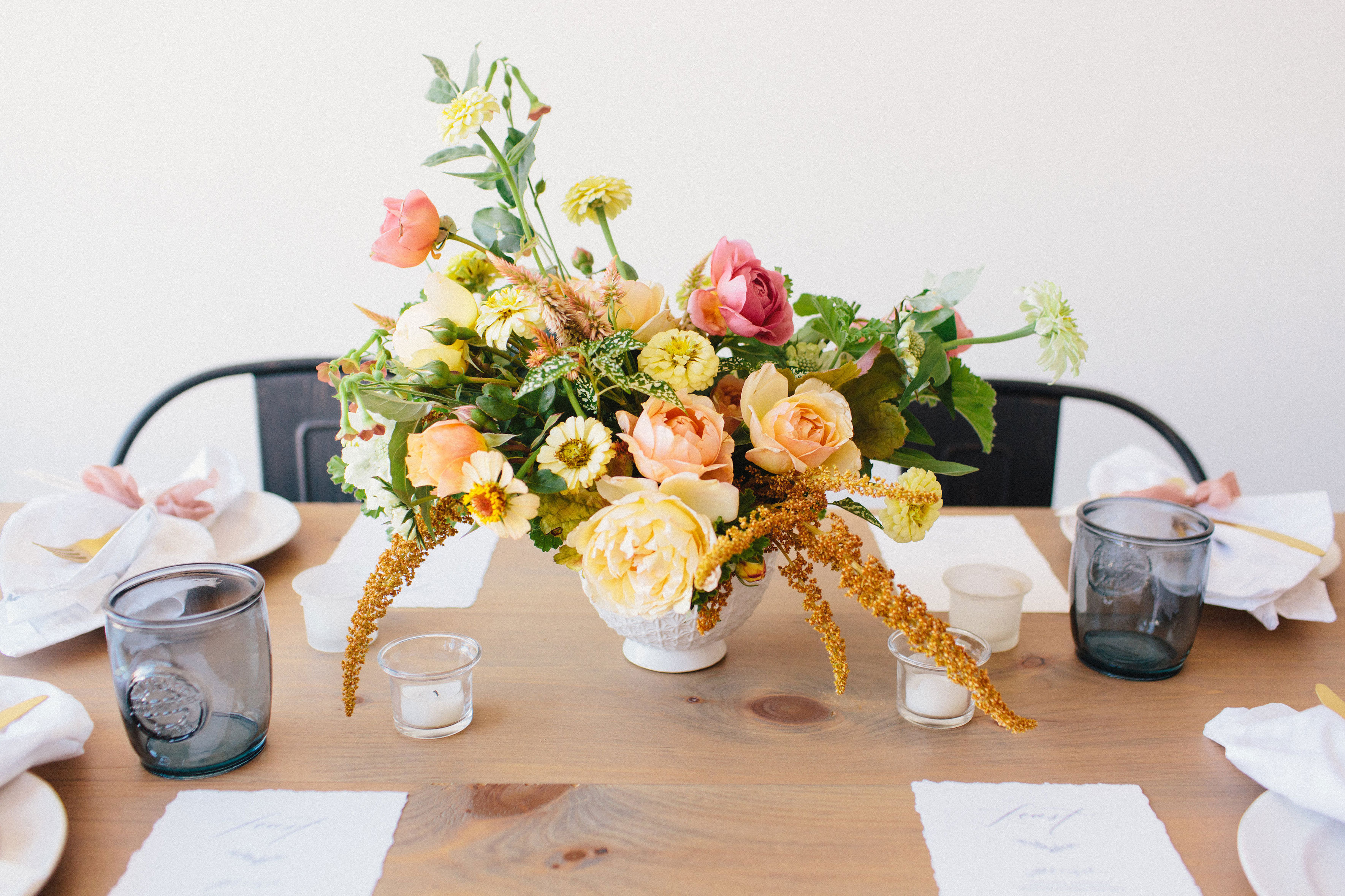 A simple early fall gathering to remember (with the most gorgeous color palette). Click through for the inspiration. | glitterinc.com | @glitterinc