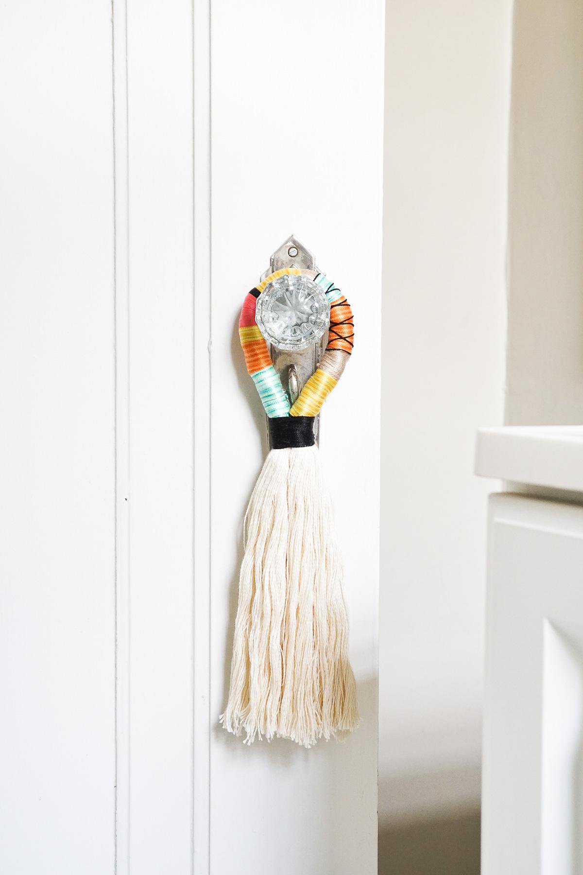 Home Design Trends: Chic Door Knob Tassels. DIY Door Handle Rope Tassels. Click through for the details.   glitterinc.com   @glitterinc