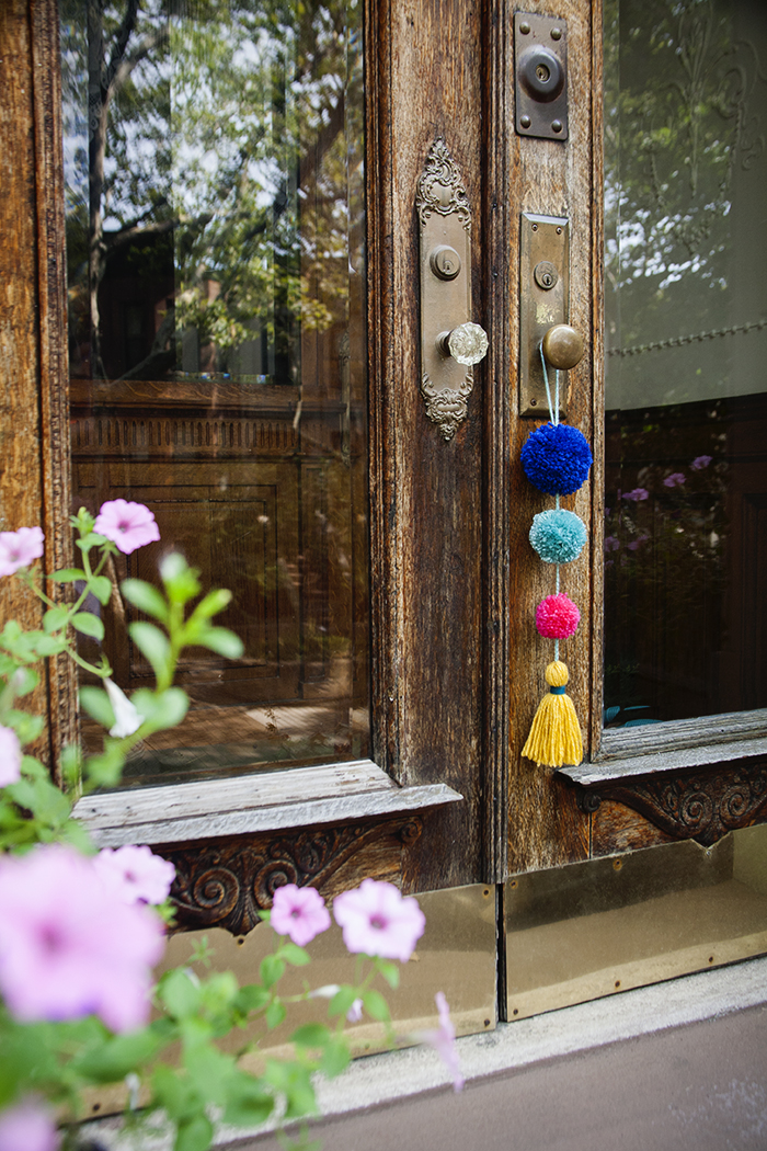 Home Design Trends: Chic Door Knob Tassels. DIY Pom Pom Tassel Doorknob  Swag.