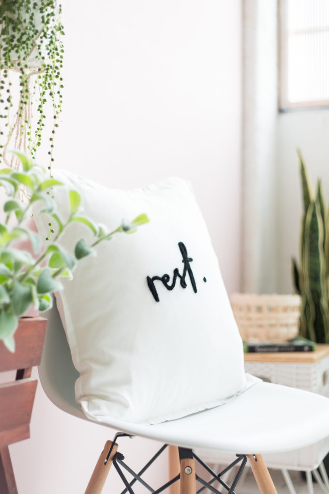 A few little love notes to the things I loved most this week, like this REST DIY Felted Needle Lettering Pillow; plus weekend plans. | glitterinc.com | @glitterinc