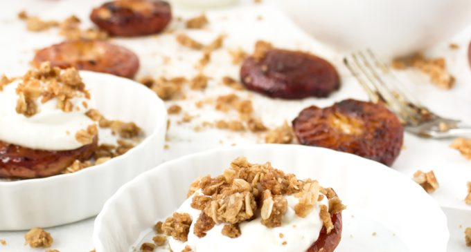 recipe-for-roasted-peaches-with-yogurt-and-streusel-2
