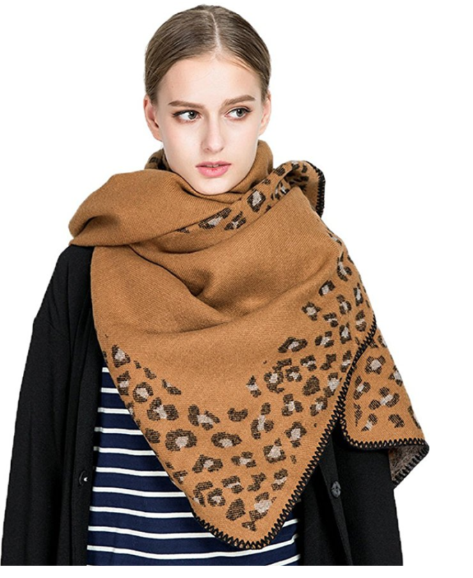 Fashion blogger Lexi of Glitter, Inc. shares 10 chic scarves under $20 that only look expensive; and they're all from Amazon! | glitterinc.com | @glitterinc