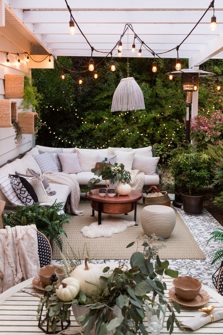 Lifestyle blogger Lexi of glitterinc.com shares a few little love notes to the things she loved most this week, including this dreamy fall patio. | @glitterinc