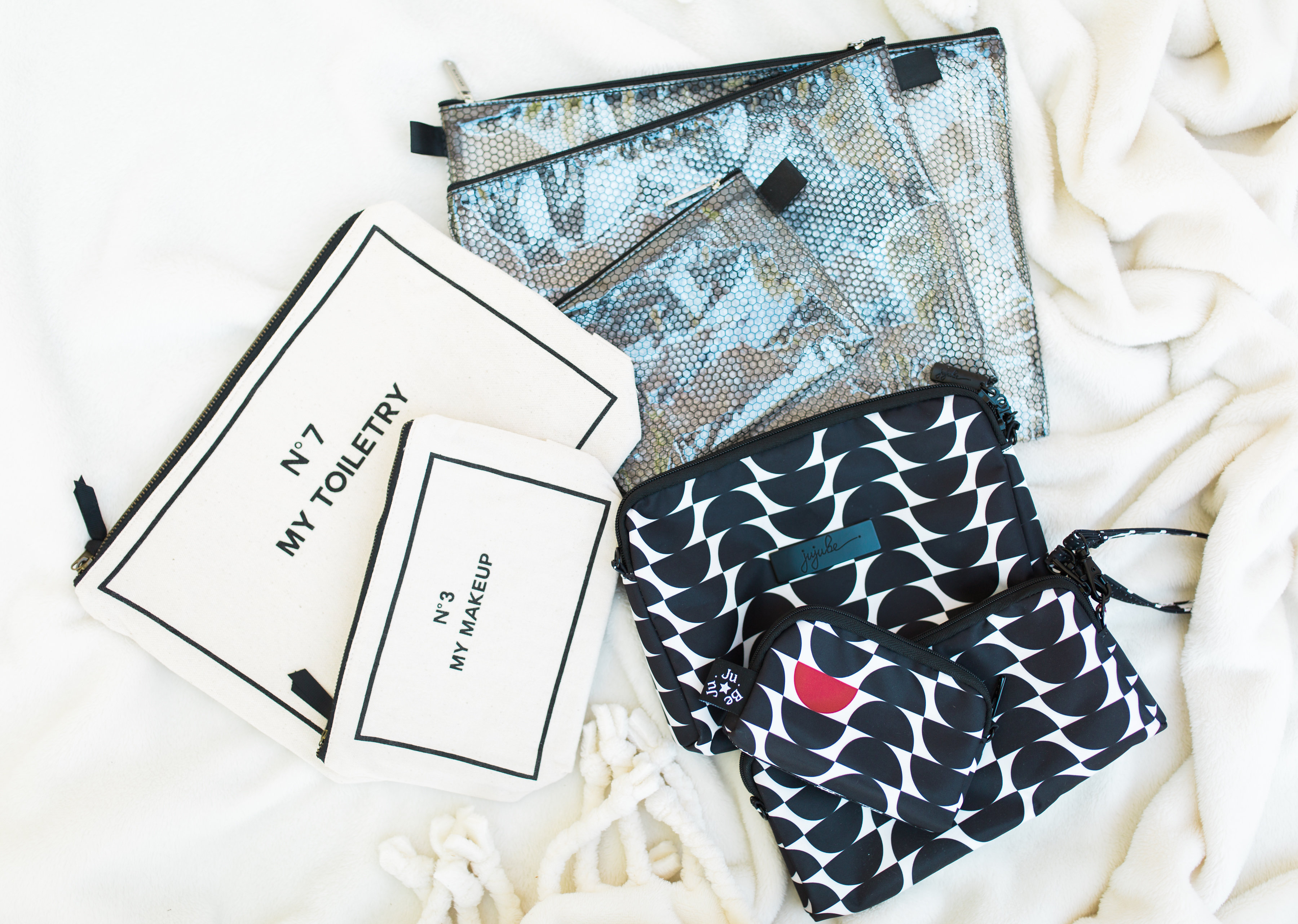 You're going to love my hack for an organized diaper bag! Y'all, diaper bag pouches, including cult favorite pouches that every mom swears by, for organization are the best. | glitterinc.com | @glitterinc