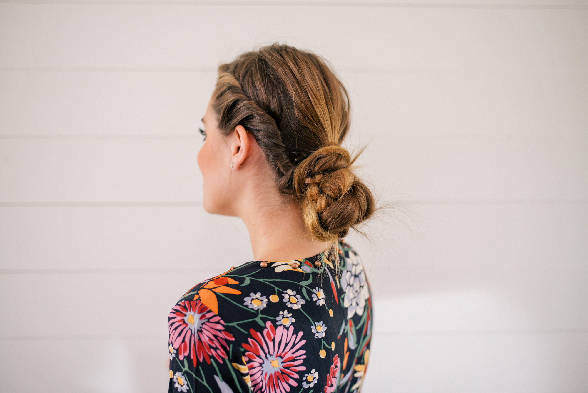 6 simple holiday hairstyles - with the party-ready hair tutorials - that are sure to WOW at your next event this holiday season. | glitterinc.com | @glitterinc - Twisted Knot Hair Tutorial - 6 Simple Holiday Hairstyles That Are Sure to Wow by North Carolina style blogger Glitter, Inc