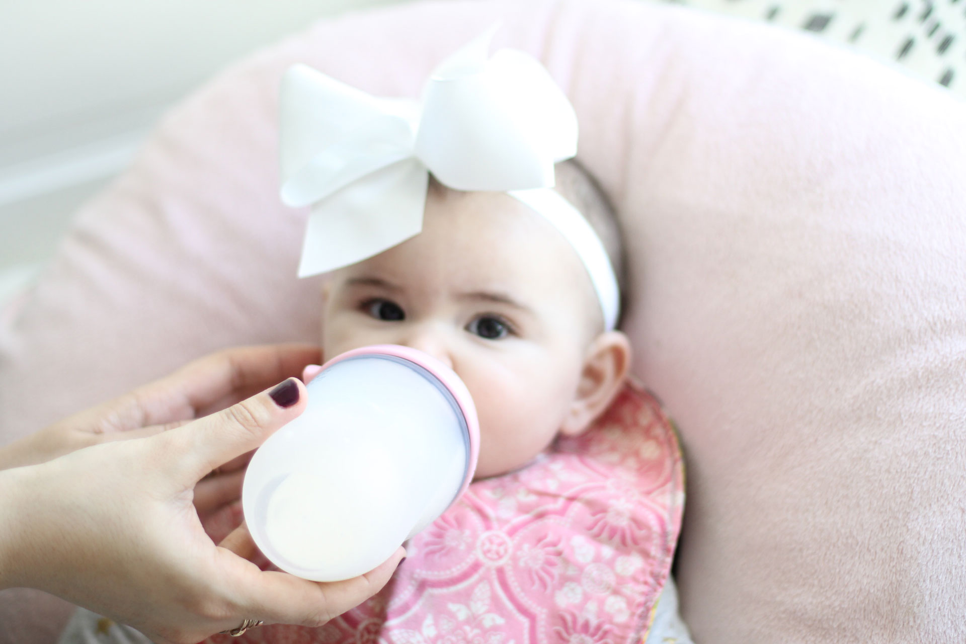 Tried-And-True Baby Formula Feeding Hacks + Most Common Questions Answered by popular North Carolina Mom blogger, Glitter, Inc. #fedisbest #formulafeeding #babyformula #babybottles | glitterinc.com | @glitterinc