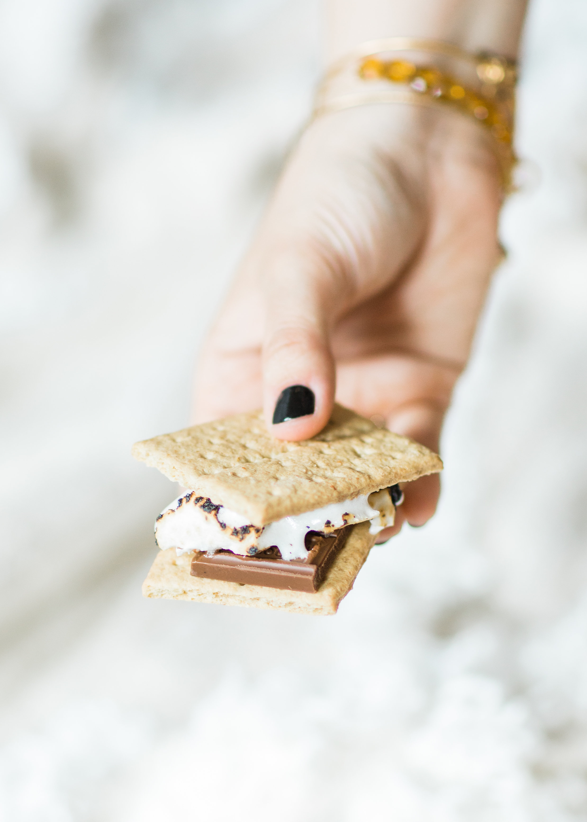 Want to plan a family fun night that is perfect for your gang this summer? Turn your living room into a campy lounge for an epic movie night with the kids, complete with indoor s'mores! #smores #indoorsmores #movienight #familynight #familyfun | glitterinc.com | @glitterinc