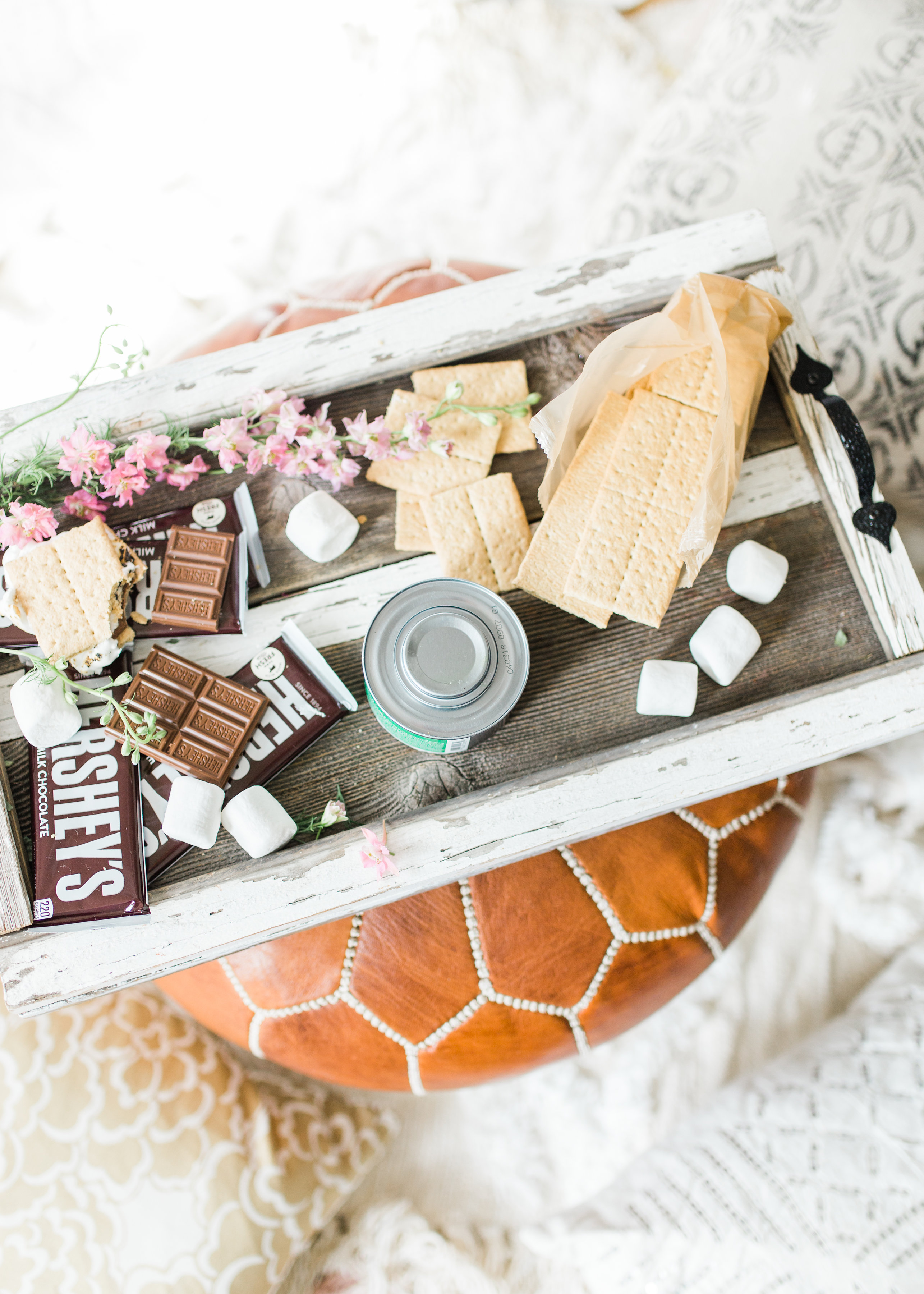 Want to plan a family fun night that is perfect for your gang this summer? Turn your living room into a campy lounge for an epic movie night with the kids, complete with indoor s'mores! #smores #indoorsmores #movienight #familynight #familyfun   glitterinc.com   @glitterinc