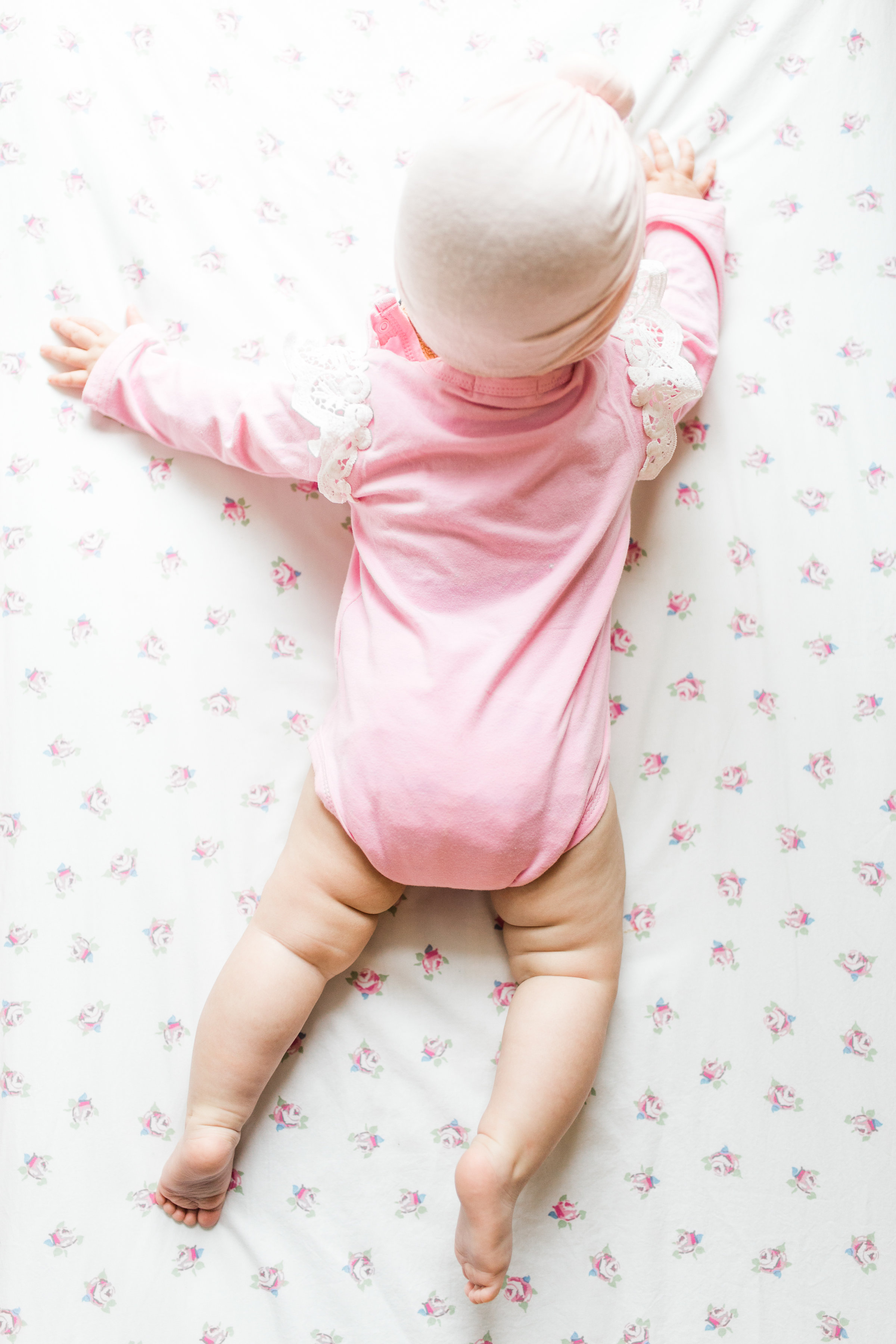 Here's how you can teach your baby to sleep, complete with the ultimate sleep schedule cheat sheet for babies from birth through 12 months, a handy chart outlining how much sleep your baby really needs at every age, and our best tips for getting baby to sleep through the night. Happy sleeping! Click through for the details. #babysleep #sleeptraining #newbornsleep #newborn #baby #sleepschedule #babysleepschedule | glitterinc.com | @glitterinc