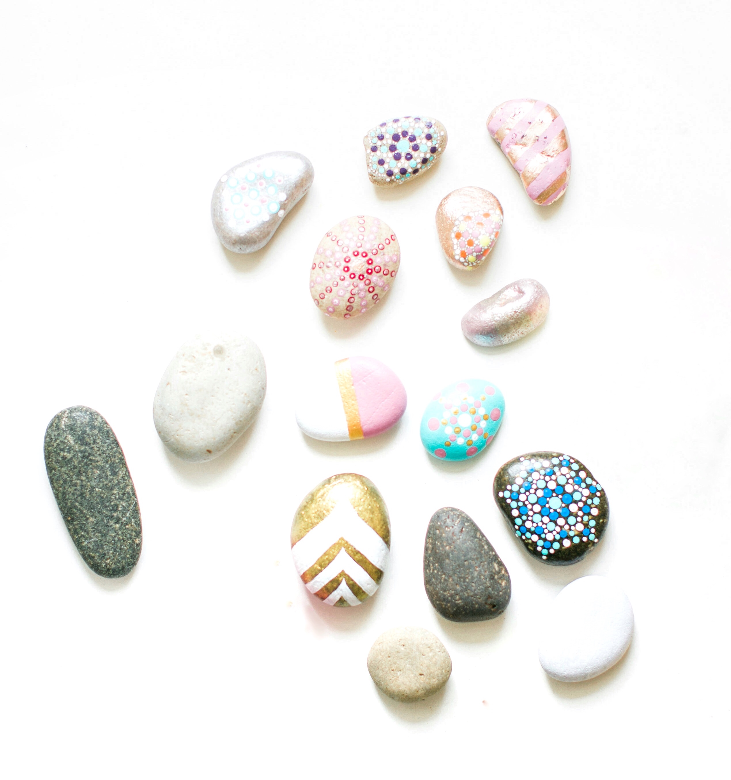 Ready for an adorable and easy Arts & Crafts project the whole family will love? There are so many fun uses for these DIY painted rocks! Here's how to make them. Click through for the details. #paintedrocks #decoratedrocks #mandalarocks #diy #diyrocks #diypaintedrocks | glitterinc.com | @glitterinc