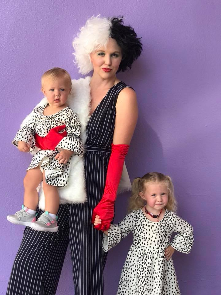 10 Adorably Awesome Halloween Costumes for Family, Kids, and Babies, including Cruella de Vil and her Dalmatian Puppies. Click through for plenty of fun DIY costumes for families. #halloween #halloweencostumeideas #familyhalloweencostume #familyhalloweencostumeideas | glitterinc.com | @glitterinc