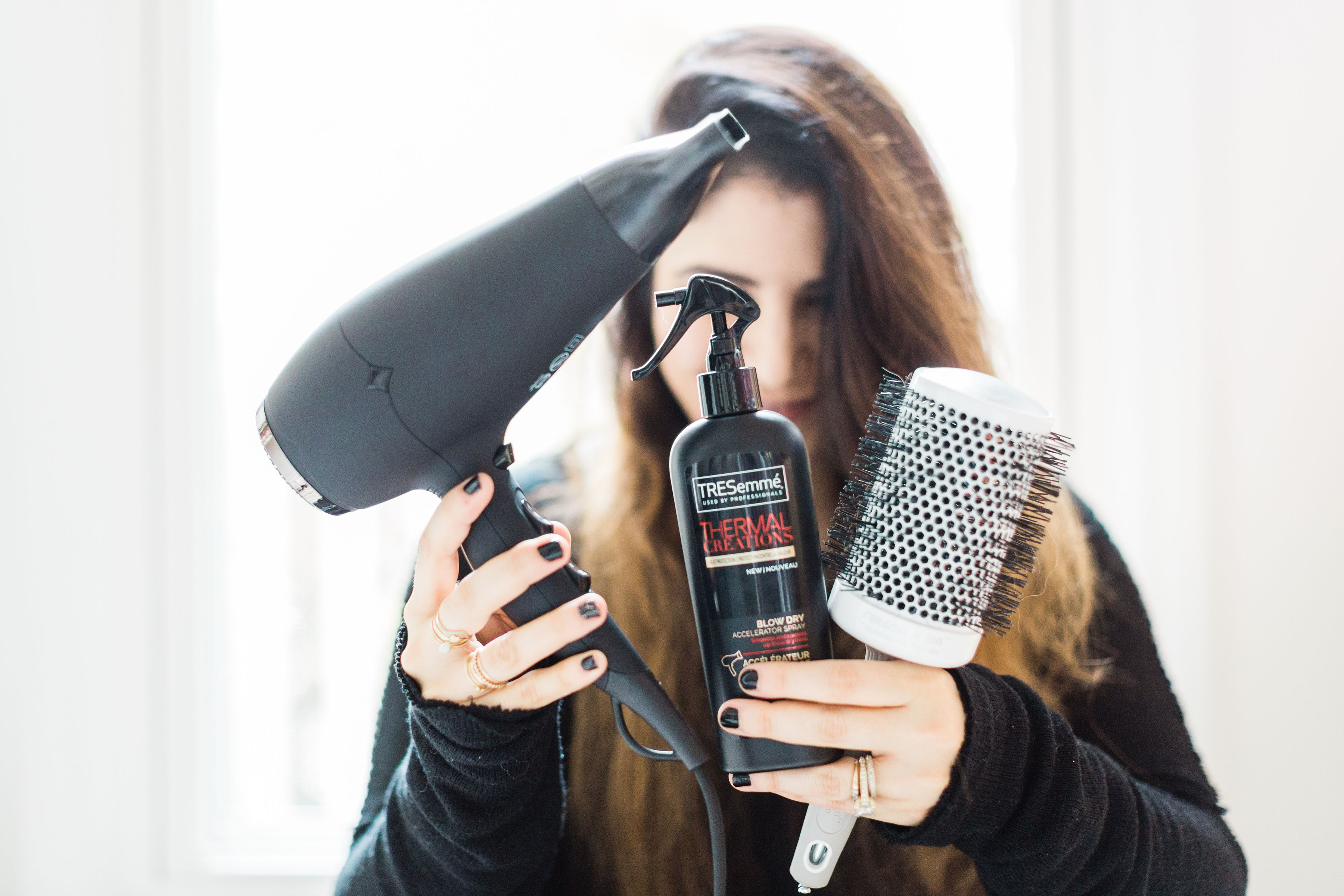 You don't need a curling iron to get perfect big, bouncy waves you'll love. A flat iron or straightener can actually give you those gorgeous, natural-looking waves every time, without ever needing to break out another hair tool! Click through for the details. #beauty #hairtutorial #easywaves #flatironwaves #flatironcurls | glitterinc.com | @glitterinc