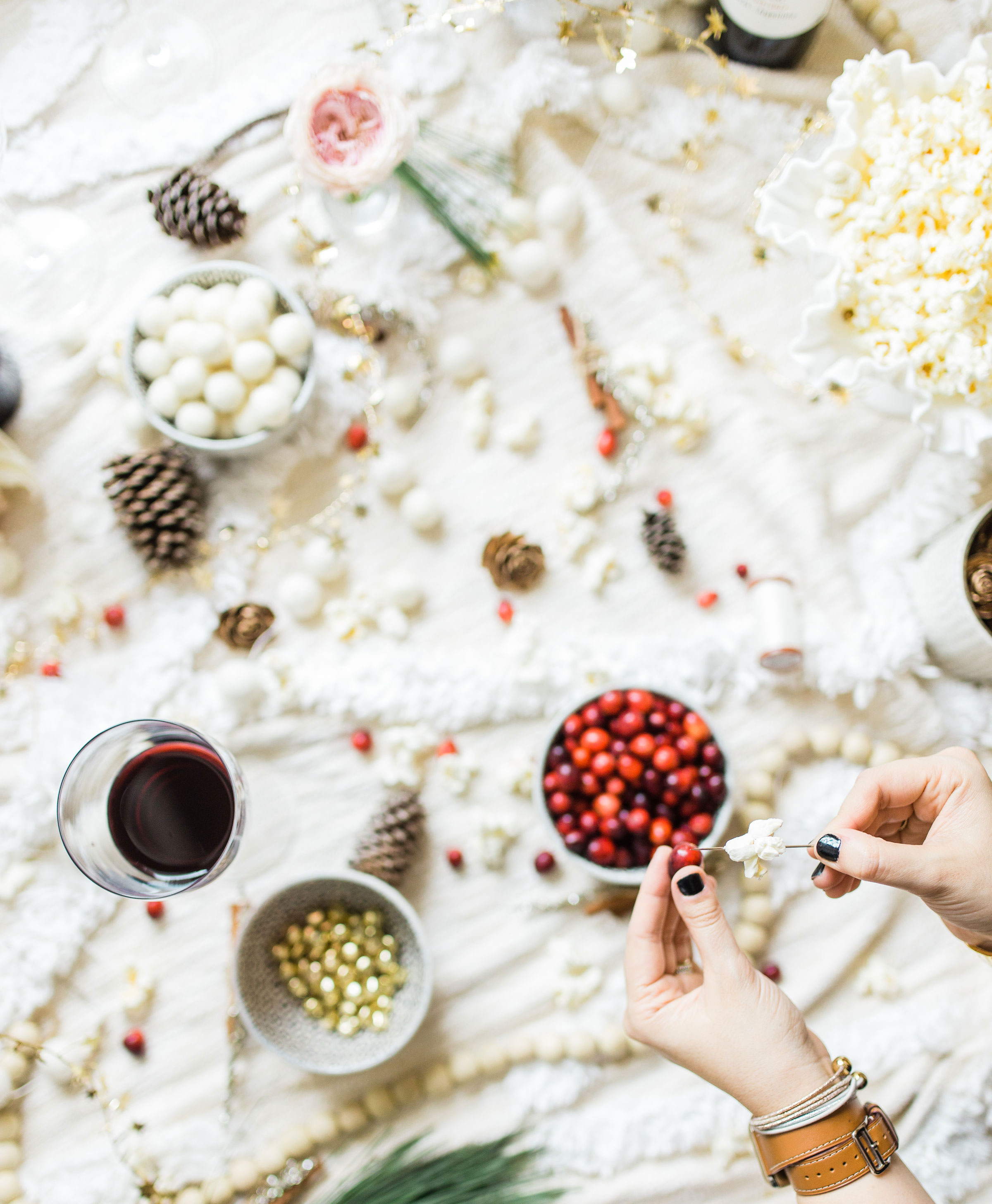 Looking for your next holiday party idea? Sip on wine and nibble on snacks while you make beautiful DIY holiday garlands with friends! (Bonus: The DIY holiday garland making party sets the stage for the perfect girls night in!) Click through for the details. #holidayparty #christmasparty #diychristmas #diyholidays #garland #holidaygarland #diyholidaygarland #diygarland #christmasgarland #holidaygirlsnight #christmasgirlsnight | glitterinc.com | @glitterinc