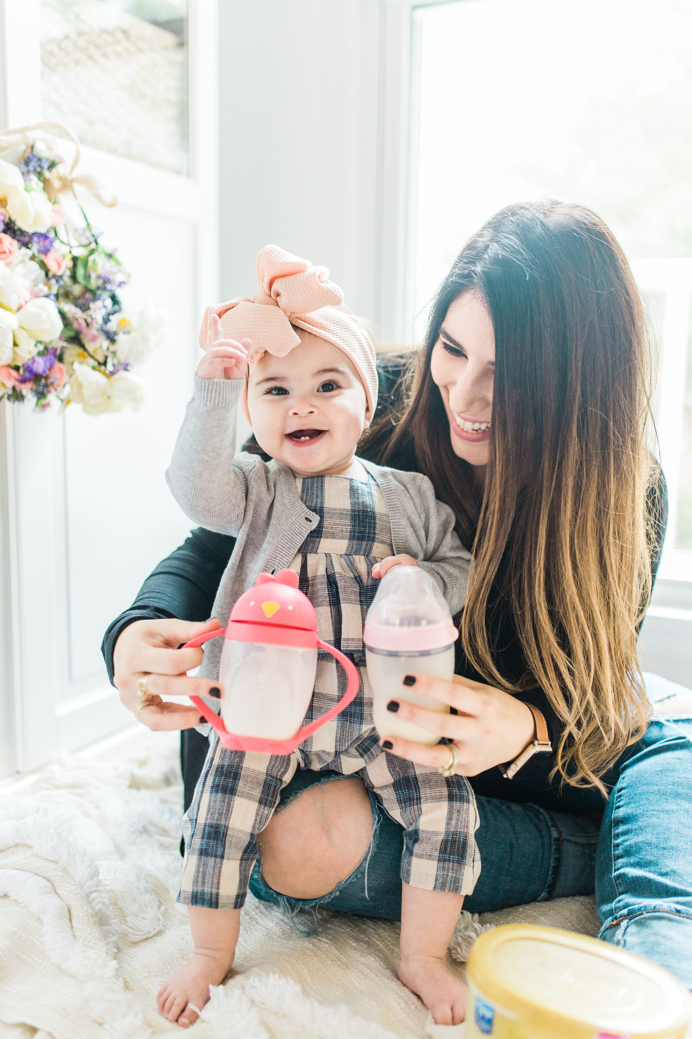 Transitioning your baby from a bottle to a sippy cup CAN be stress-free and fun; and we're breaking down exactly how you can make the switch in just a few easy steps. You've got this, mama. Click through for the details. #baby #sippycup #bottle | glitterinc.com | @glitterinc